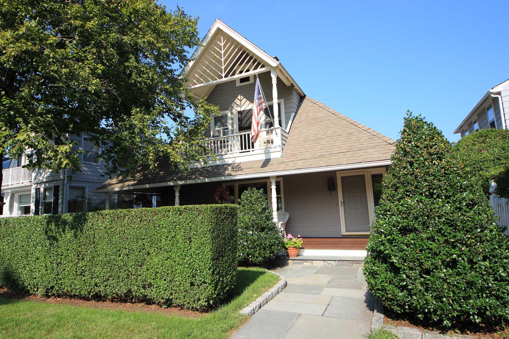 Villa per Vendita alle ore Beach Community Living 27 Ensign Road Rowayton, Norwalk, Connecticut 06853 Stati Uniti