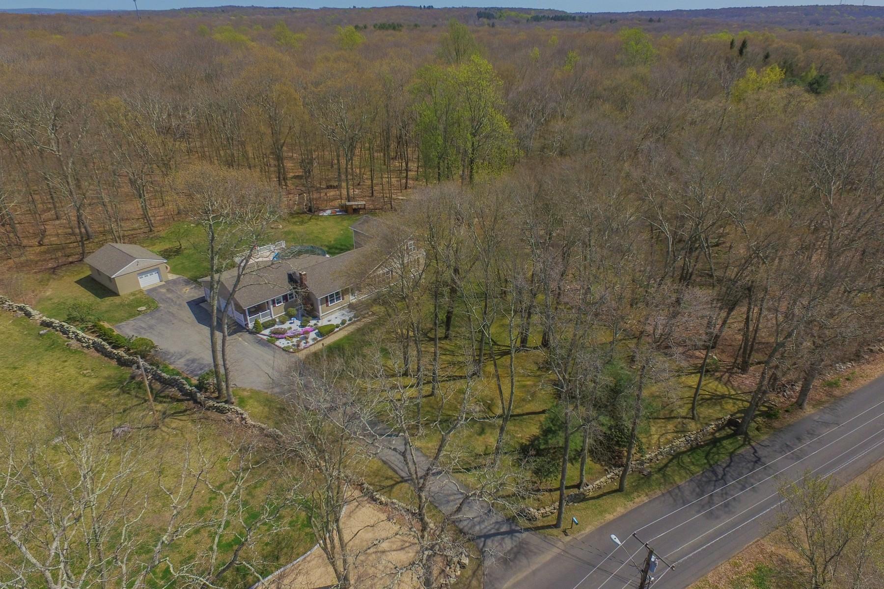 Einfamilienhaus für Verkauf beim A magnificent opportunity to vacation at home 86 Doyle Rd Montville, Connecticut, 06370 Vereinigte Staaten