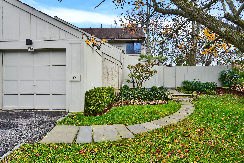 sales property at 37 Pineridge Road