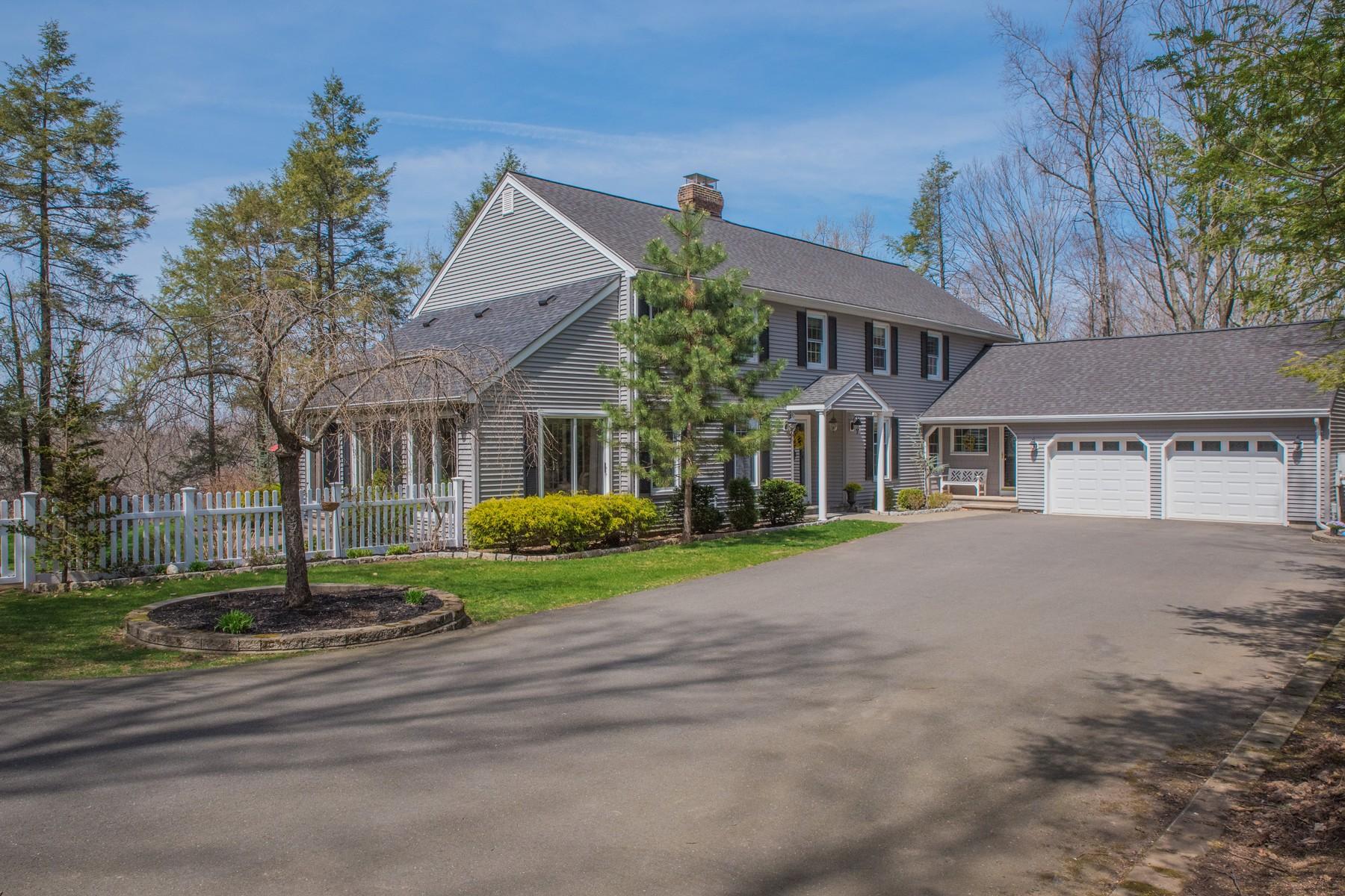 独户住宅 为 销售 在 Stunning Colonial Affords Privacy 1199 Woodruff St Southington, 康涅狄格州, 06489 美国