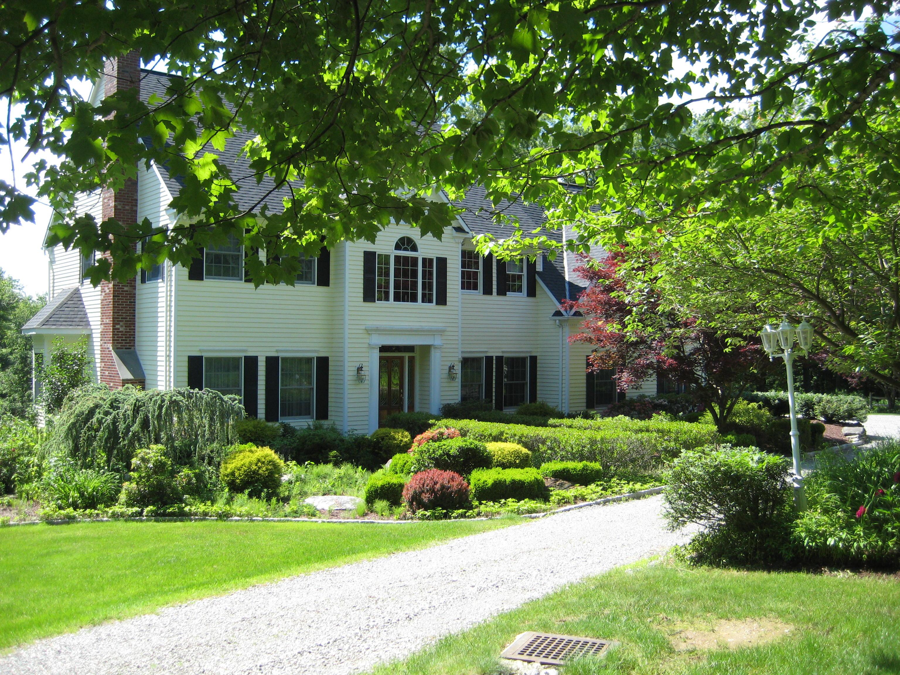 Casa Unifamiliar por un Venta en Beautiful Setting with Privacy 11 East Litchfield Road Litchfield, Connecticut 06759 Estados Unidos