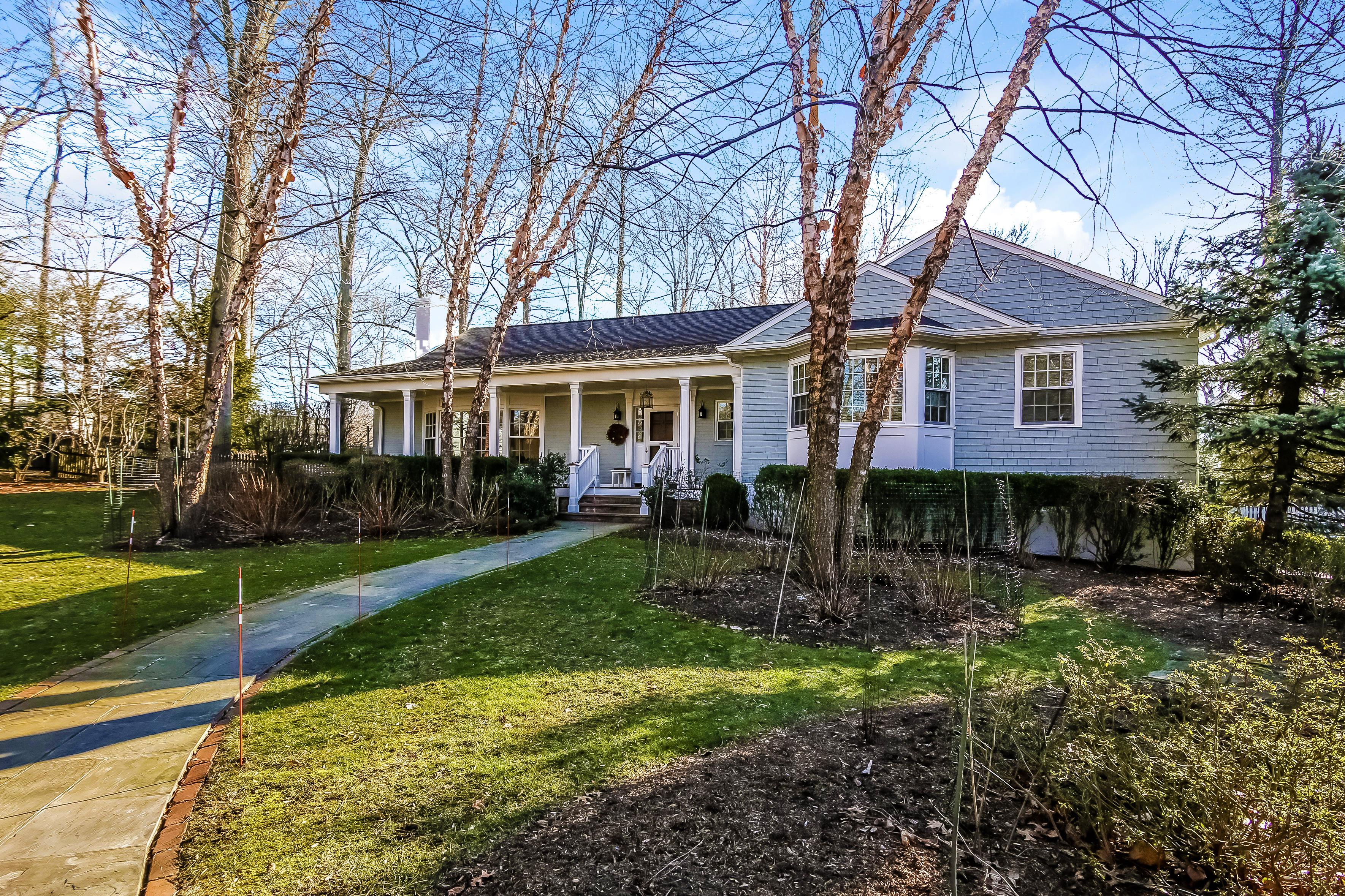 Einfamilienhaus für Verkauf beim 2 Chester Drive Rye, New York, 10580 Vereinigte Staaten