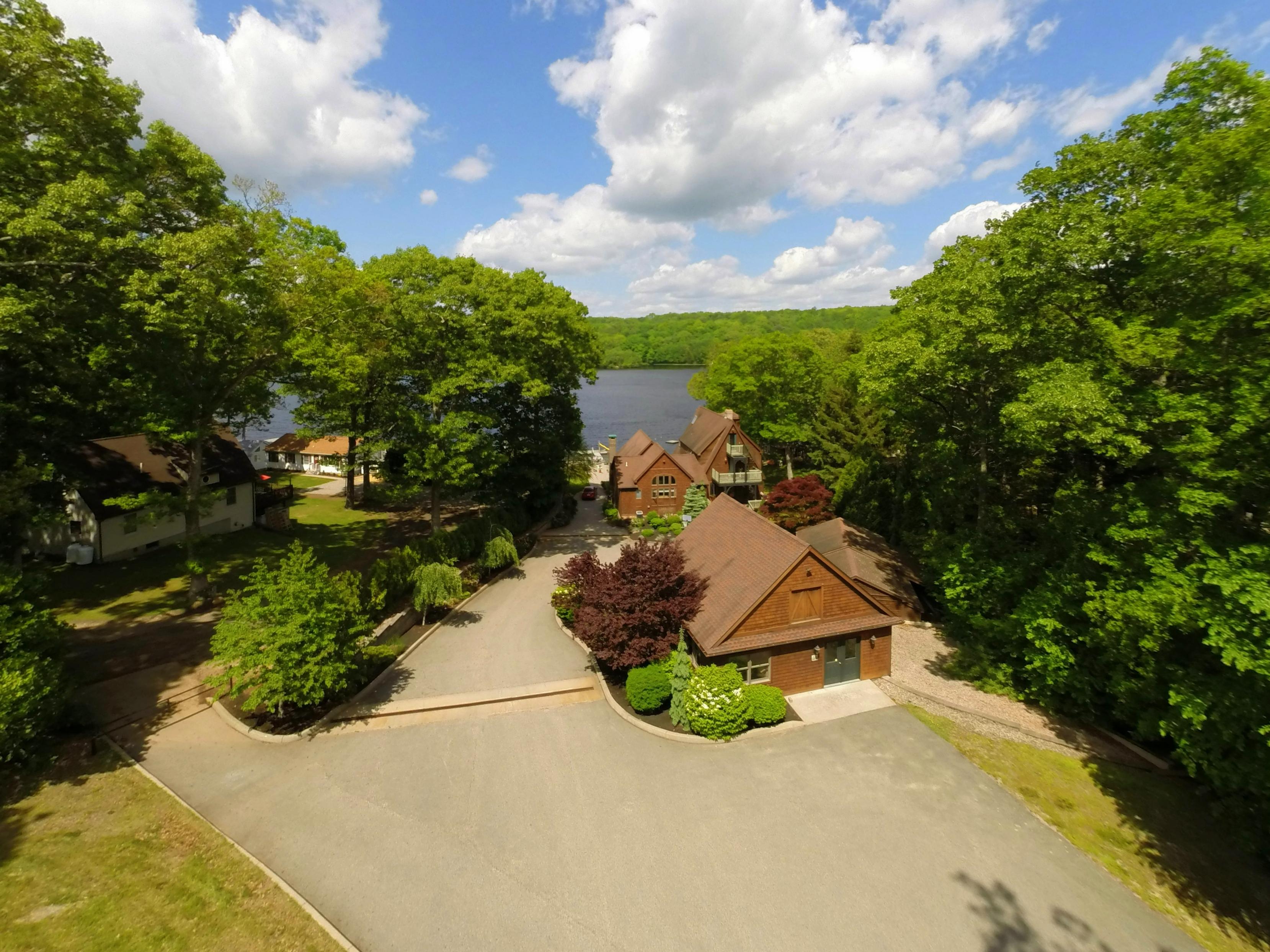 独户住宅 为 销售 在 The Lake House 1439 Old Colchester Rd Montville, 康涅狄格州 06370 美国