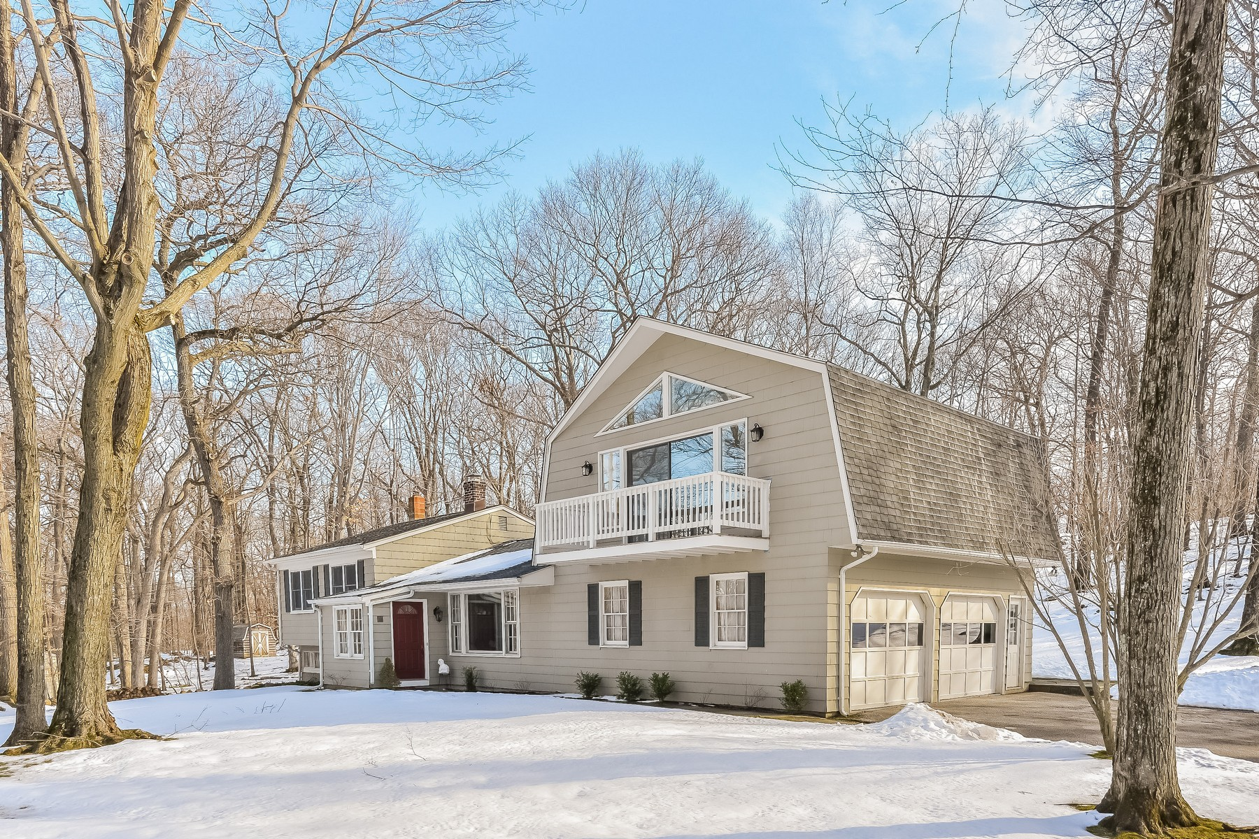 Maison unifamiliale pour l Vente à Expansive Split Level Home 14 Summit Lane Ridgefield, Connecticut 06877 États-Unis