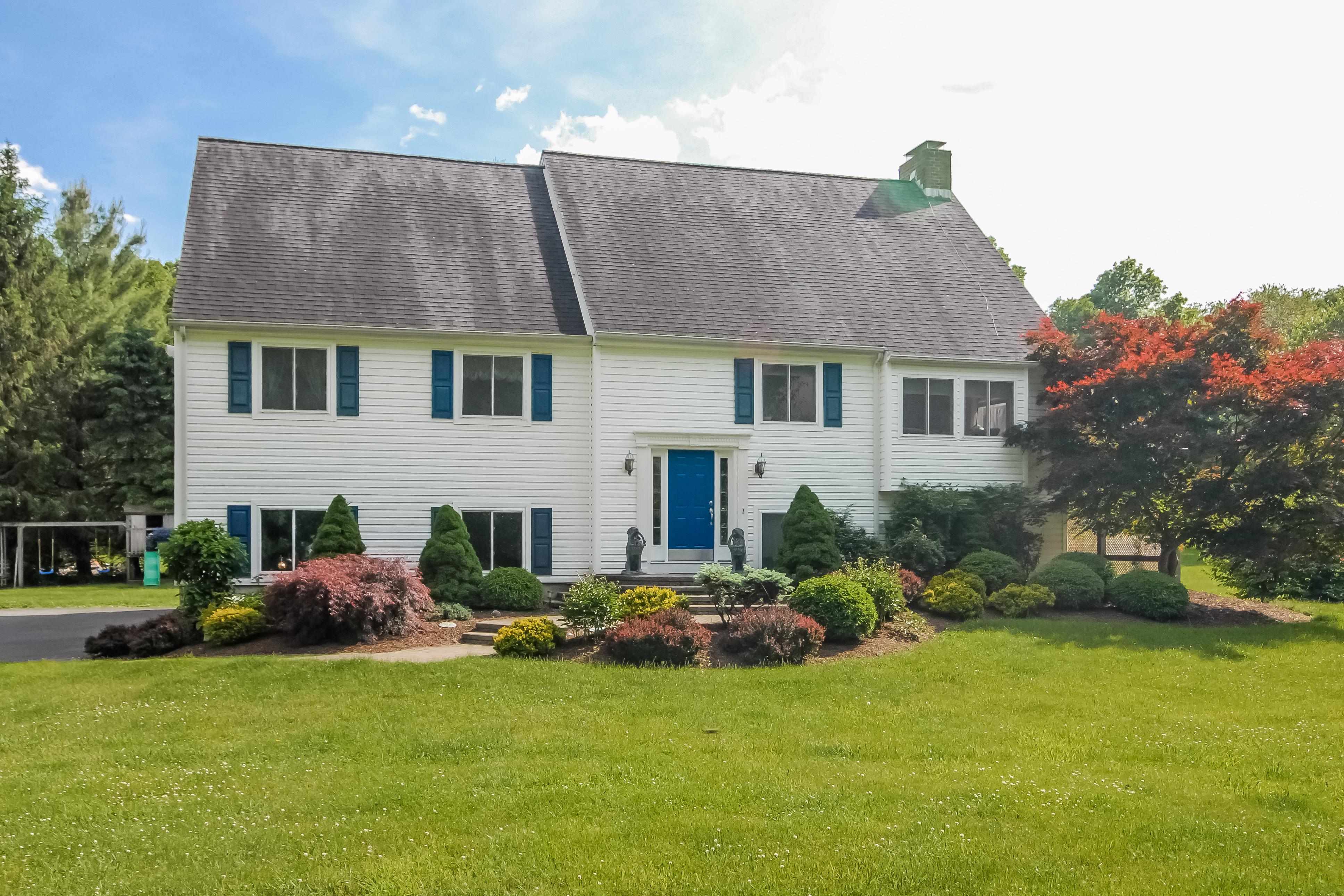 Частный односемейный дом для того Продажа на Fantastic 4 Bedroom Home 254 Keeler Drive Ridgefield, Коннектикут 06877 Соединенные Штаты