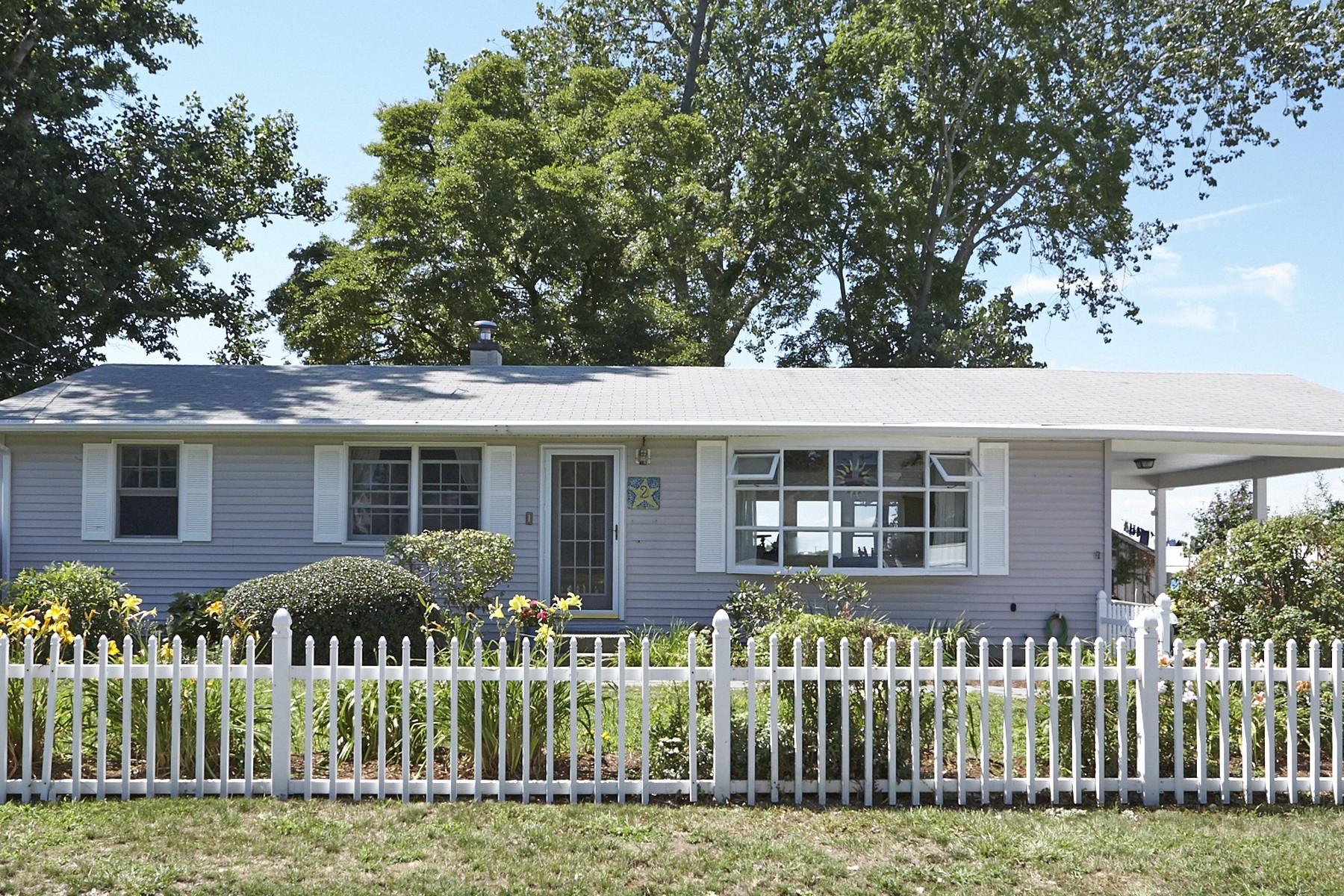 단독 가정 주택 용 매매 에 Bright & Airy Home with Amazing View! 2 Salt Meadow Lane Old Saybrook, 코네티컷, 06475 미국