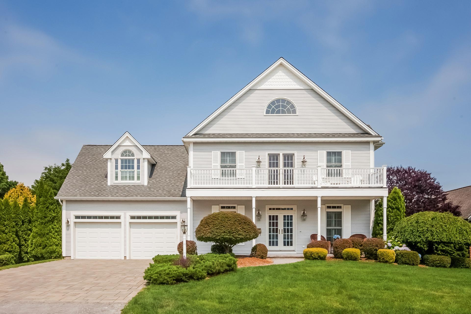 Nhà ở một gia đình vì Bán tại 56 Maplewood Dr Clinton, Connecticut 06413 Hoa Kỳ