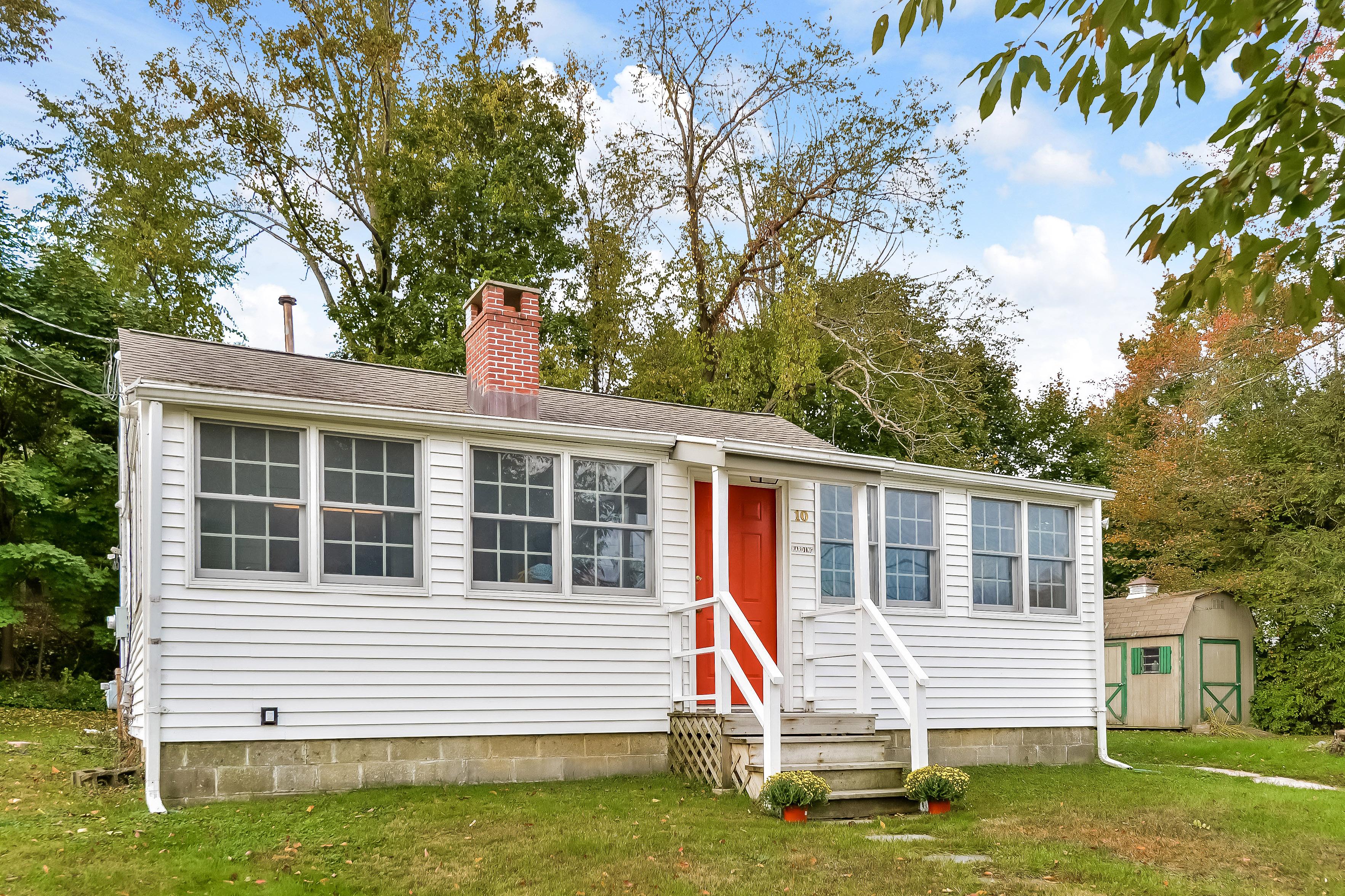 Maison unifamiliale pour l Vente à Charming Ranch 10 Blueberry Lane Danbury, Connecticut 06810 États-Unis