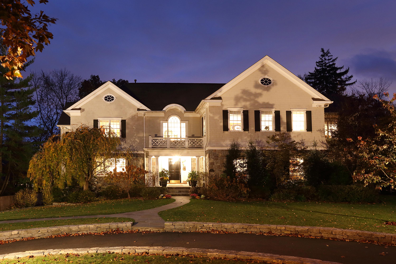 独户住宅 为 销售 在 Beautifully appointed 77 Forest Avenue Rye, 纽约州 10580 美国