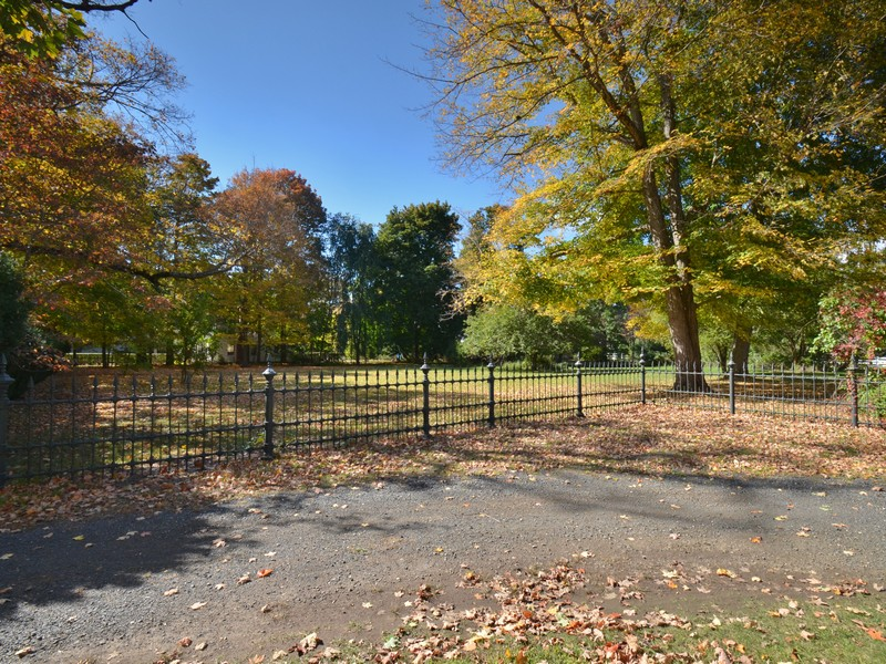 Land für Verkauf beim Private, Level Lot 74 Lyme Street Old Lyme, Connecticut 06371 Vereinigte Staaten