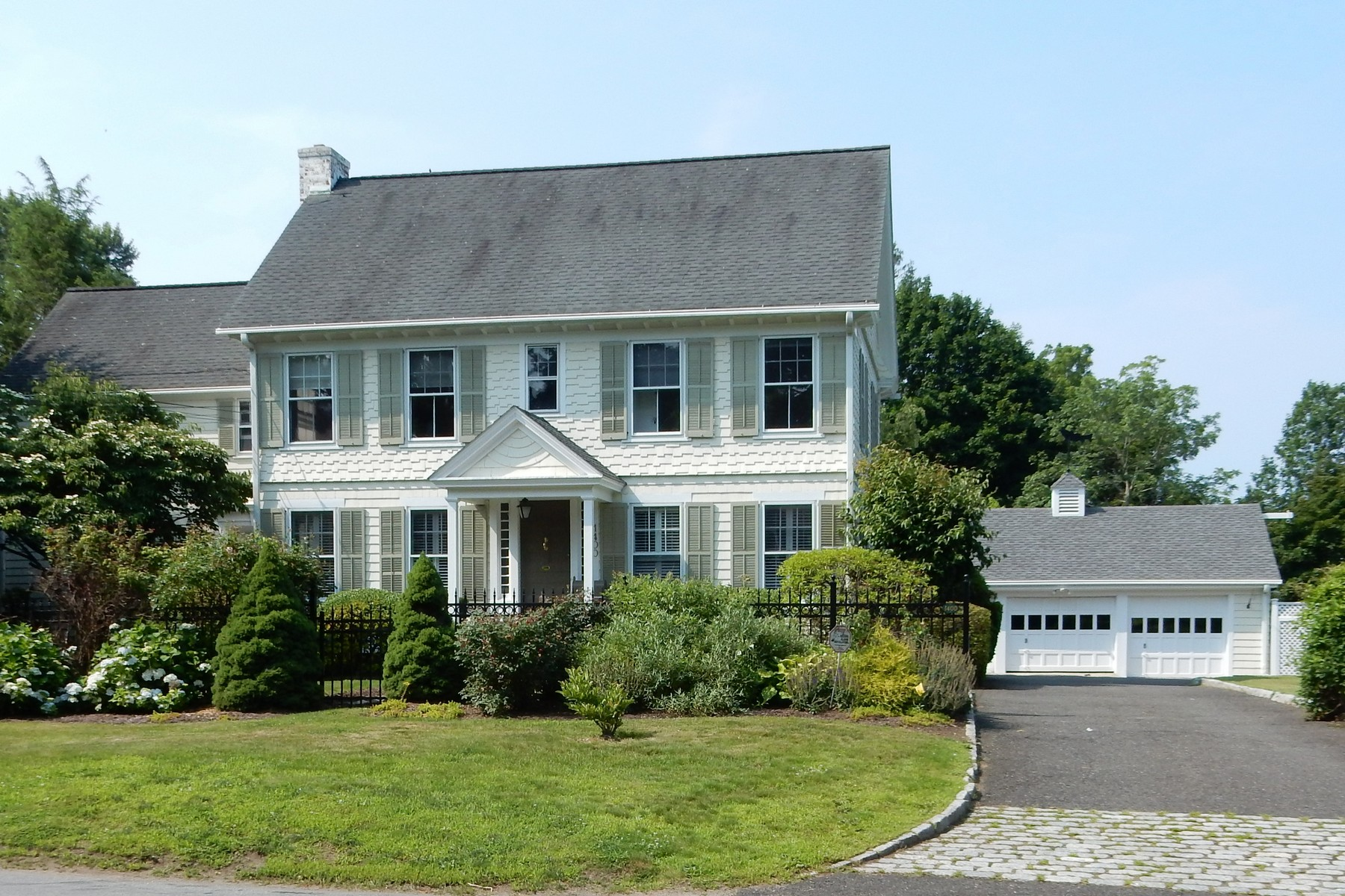 Single Family Home for Sale at Fabulous In-Town Classic Colonial with River Views 1400 Unquowa Road Fairfield, Connecticut 06824 United States