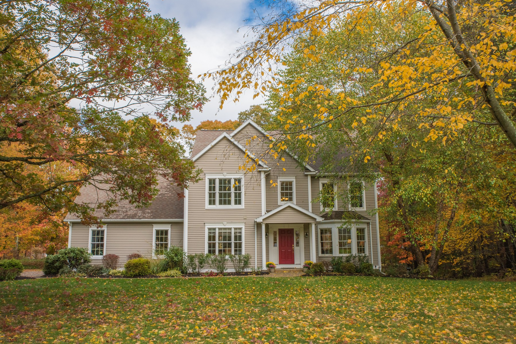 Single Family Home for Sale at Lovely Custom Built Colonial 12 Jean Drive East Lyme, Connecticut 06333 United States
