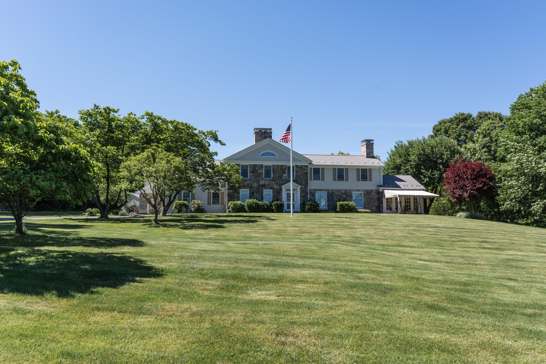 Частный односемейный дом для того Продажа на Elegant & Gracious 20 Fieldstone Drive Easton, Коннектикут 06612 Соединенные Штаты