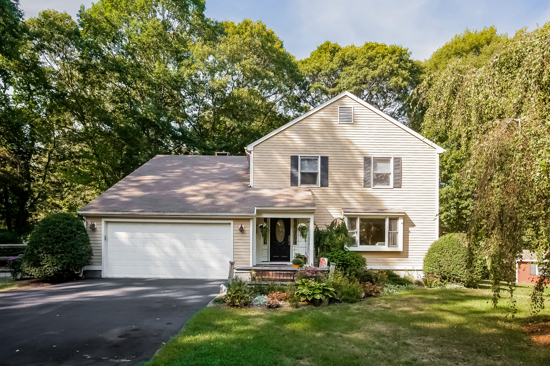 Single Family Home for Sale at 17 Todds Mill Cir Madison, Connecticut, 06443 United States