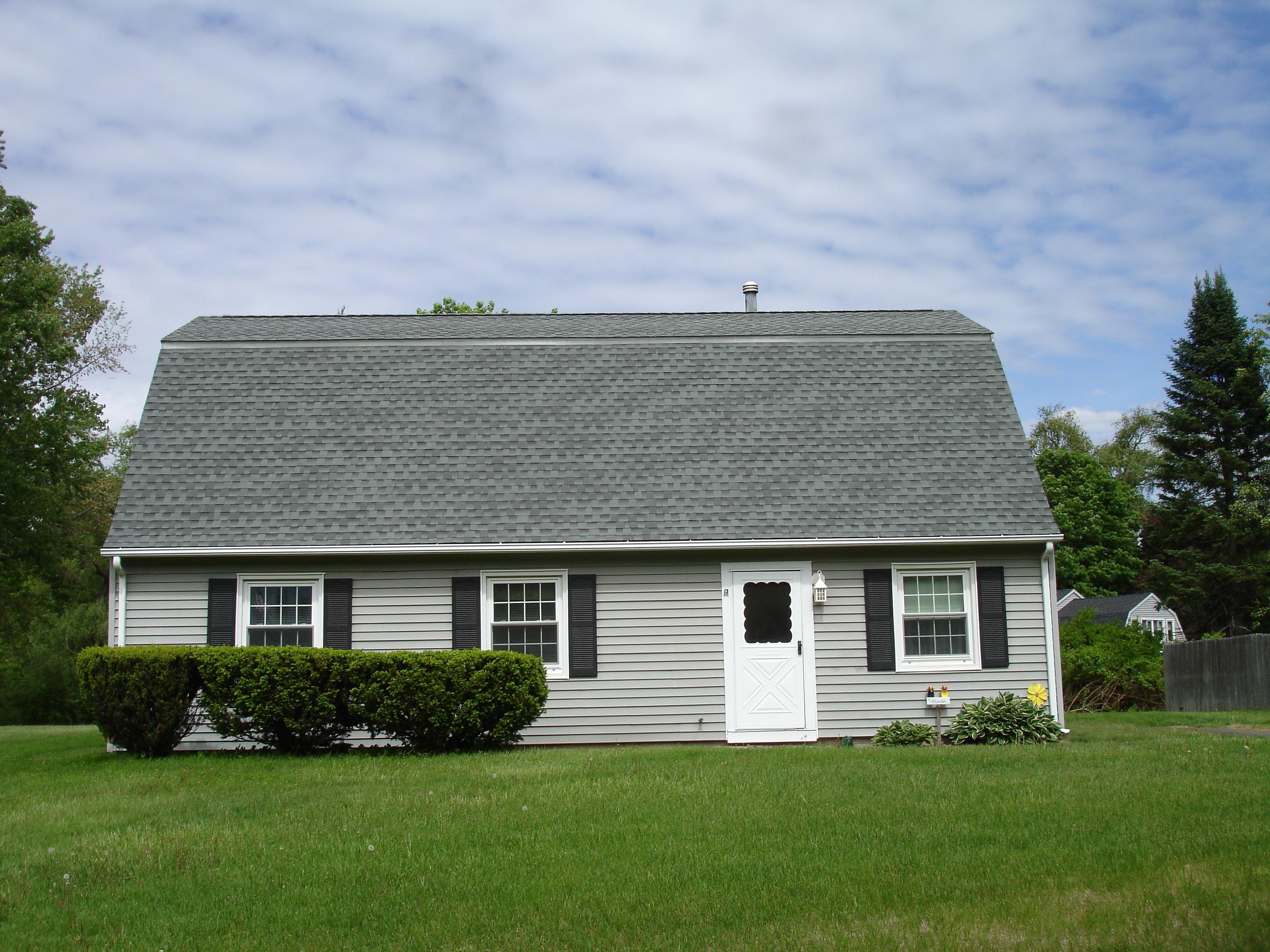Nhà ở một gia đình vì Bán tại Wonderful Home on Level Lot 7 Caye Road Danbury, Connecticut 06811 Hoa Kỳ