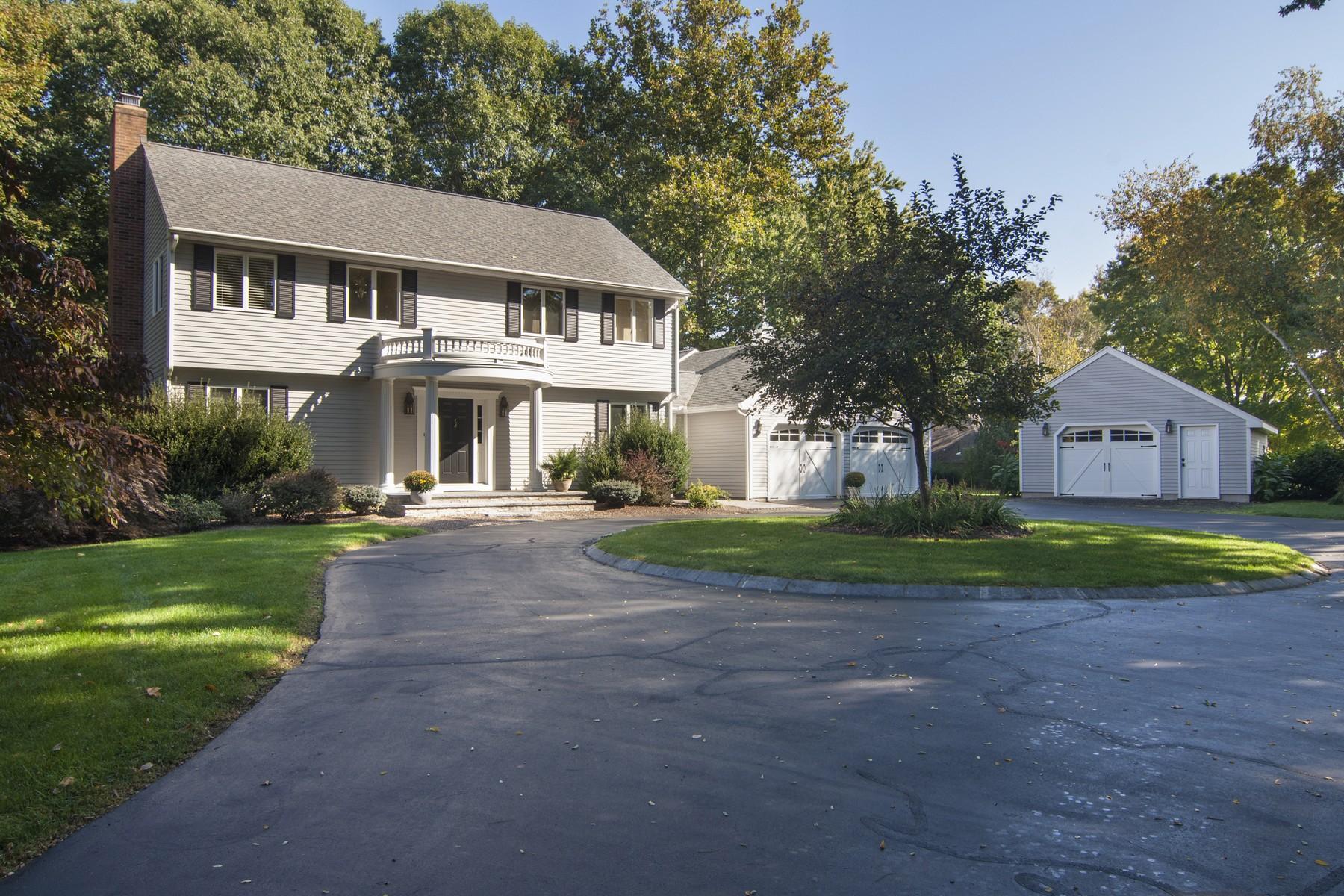 Nhà ở một gia đình vì Bán tại 165 Feet of Waterfront 59 Indian Hill Ave Portland, Connecticut 06480 Hoa Kỳ