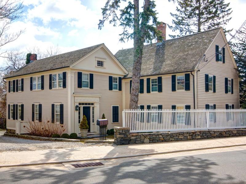 独户住宅 为 销售 在 Osage House Circa 1732 9 South Main Street Essex, 康涅狄格州 06426 美国