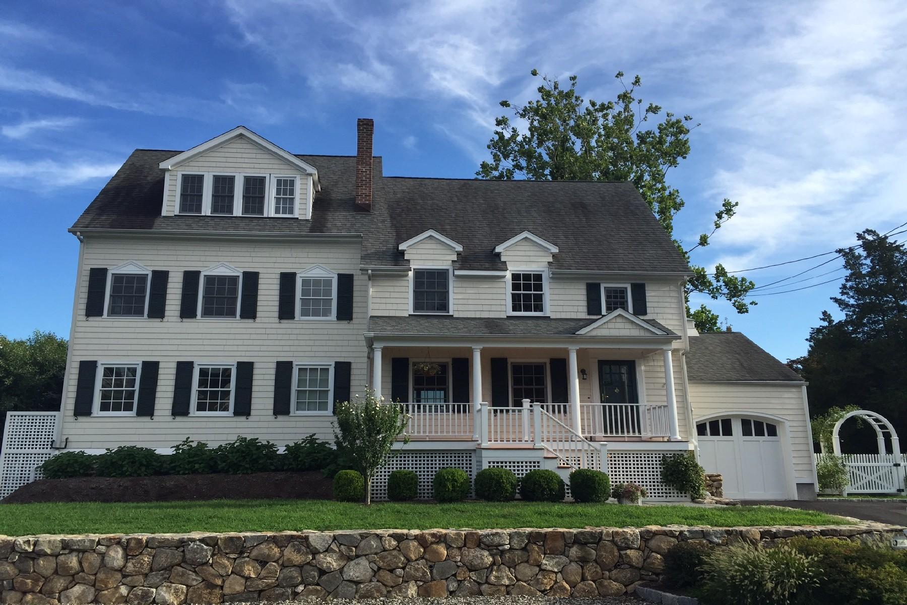 Maison unifamiliale pour l Vente à Rowayton Beach Beauty 22 Meridian Road Rowayton, Norwalk, Connecticut, 06853 États-Unis