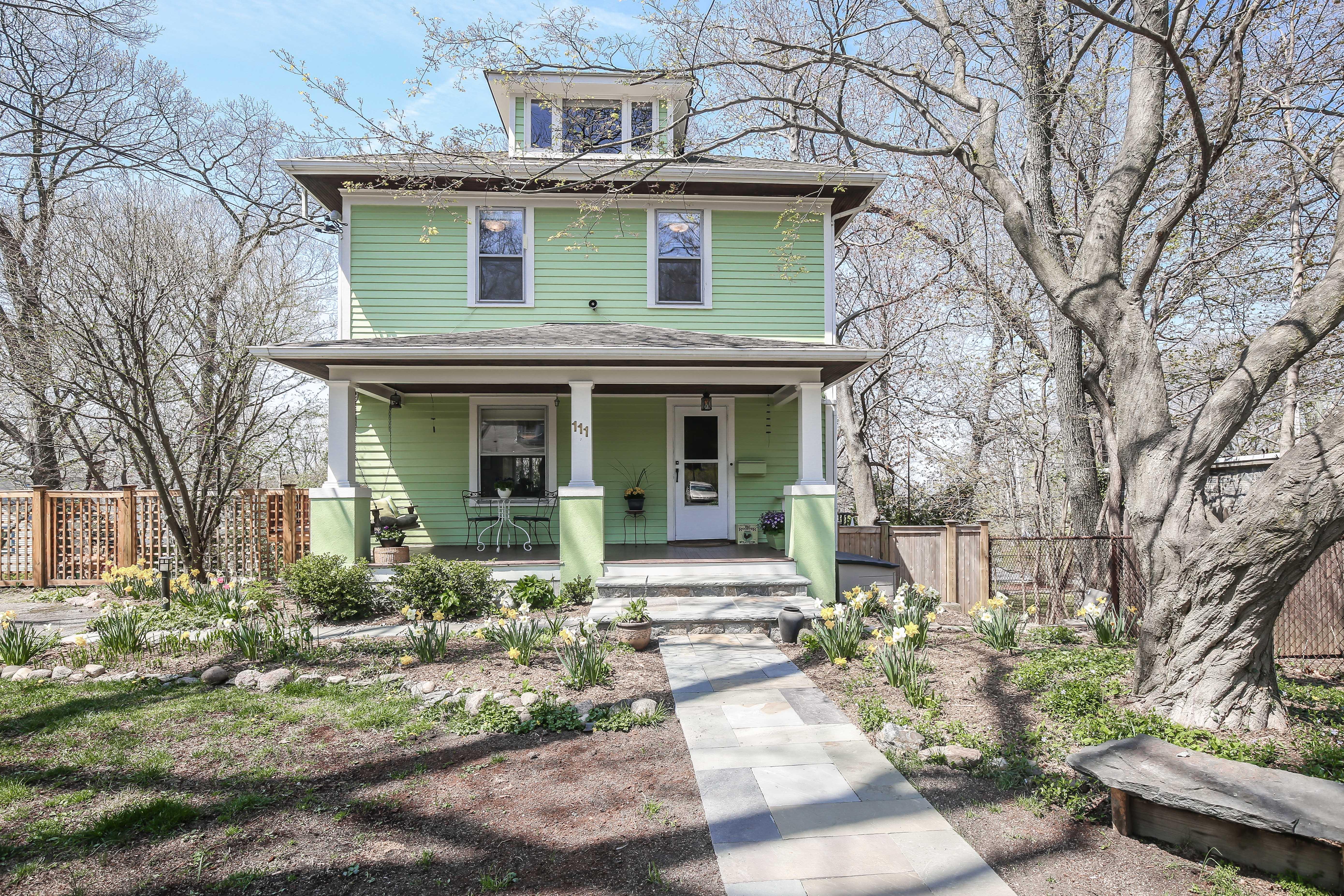 独户住宅 为 销售 在 Charming American Four Square 111 Cochrane Avenue 哈德逊, 纽约州, 10706 美国