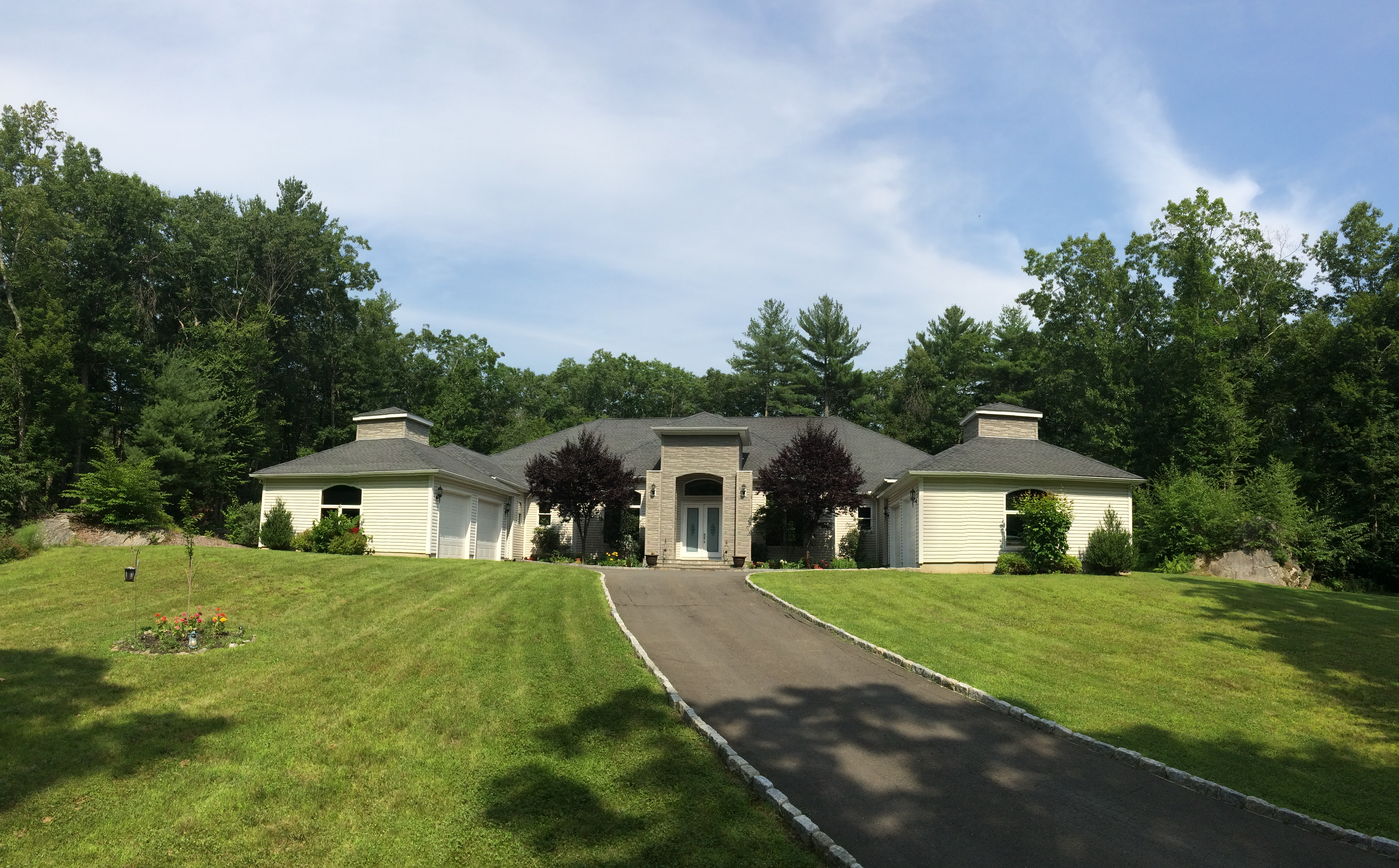 Single Family Home for Sale at Custom Designed Ranch 132 Stone Pit Rd Woodbury, Connecticut 06798 United States