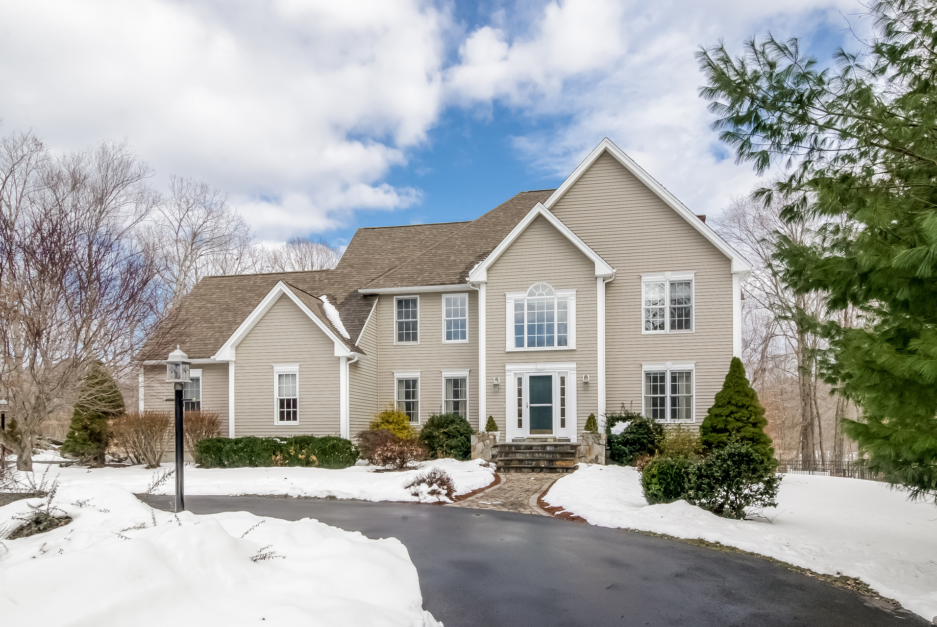 Vivienda unifamiliar por un Venta en 124 Country Way Madison, Connecticut 06443 Estados Unidos