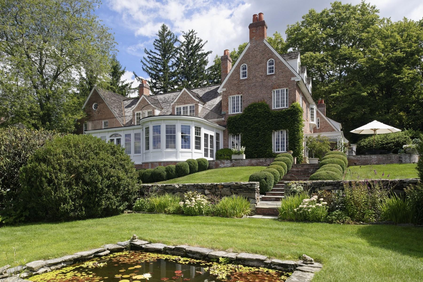 Casa Unifamiliar por un Venta en SASCO MANOR WITH PANORAMIC WATER VIEWS 828 Sasco Hill Road Fairfield, Connecticut 06824 Estados Unidos