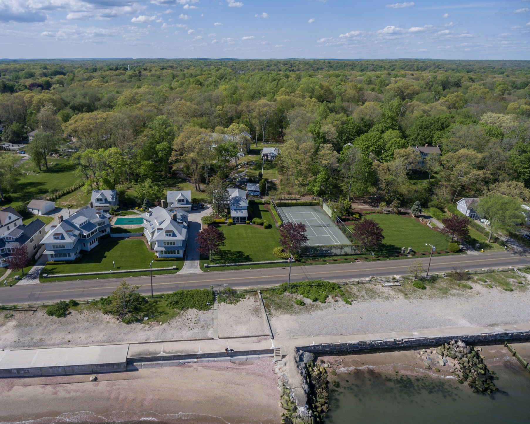 Residencial - Outro para Venda às NEVER BEFORE AVAILABLE ICONIC WATERFRONT ESTATE 61 Middle Beach Rd Madison, Connecticut, 06443 Estados Unidos