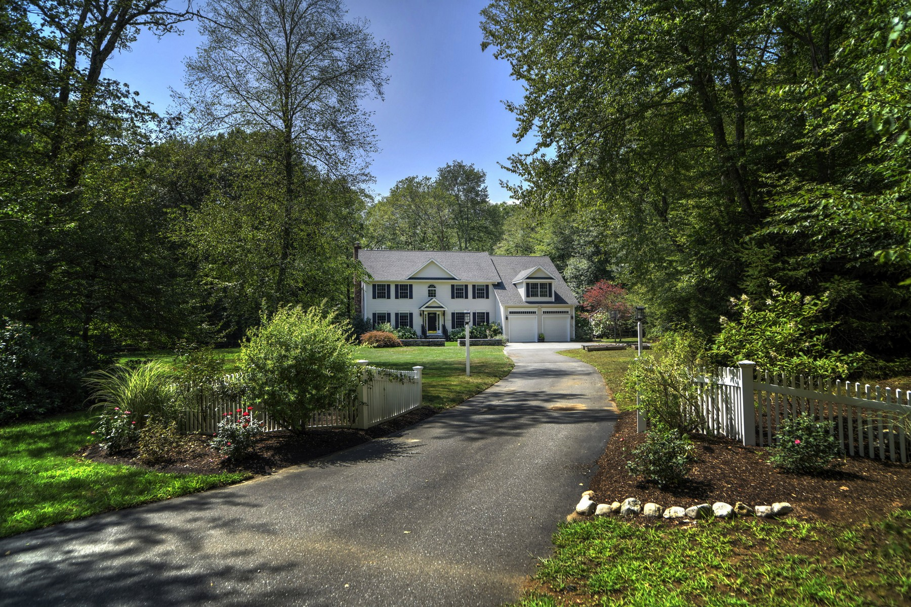 Single Family Home for Sale at Immaculate, Meticulously Cared For Colonial 81 Whippoorwill Rd Old Lyme, Connecticut, 06371 United States