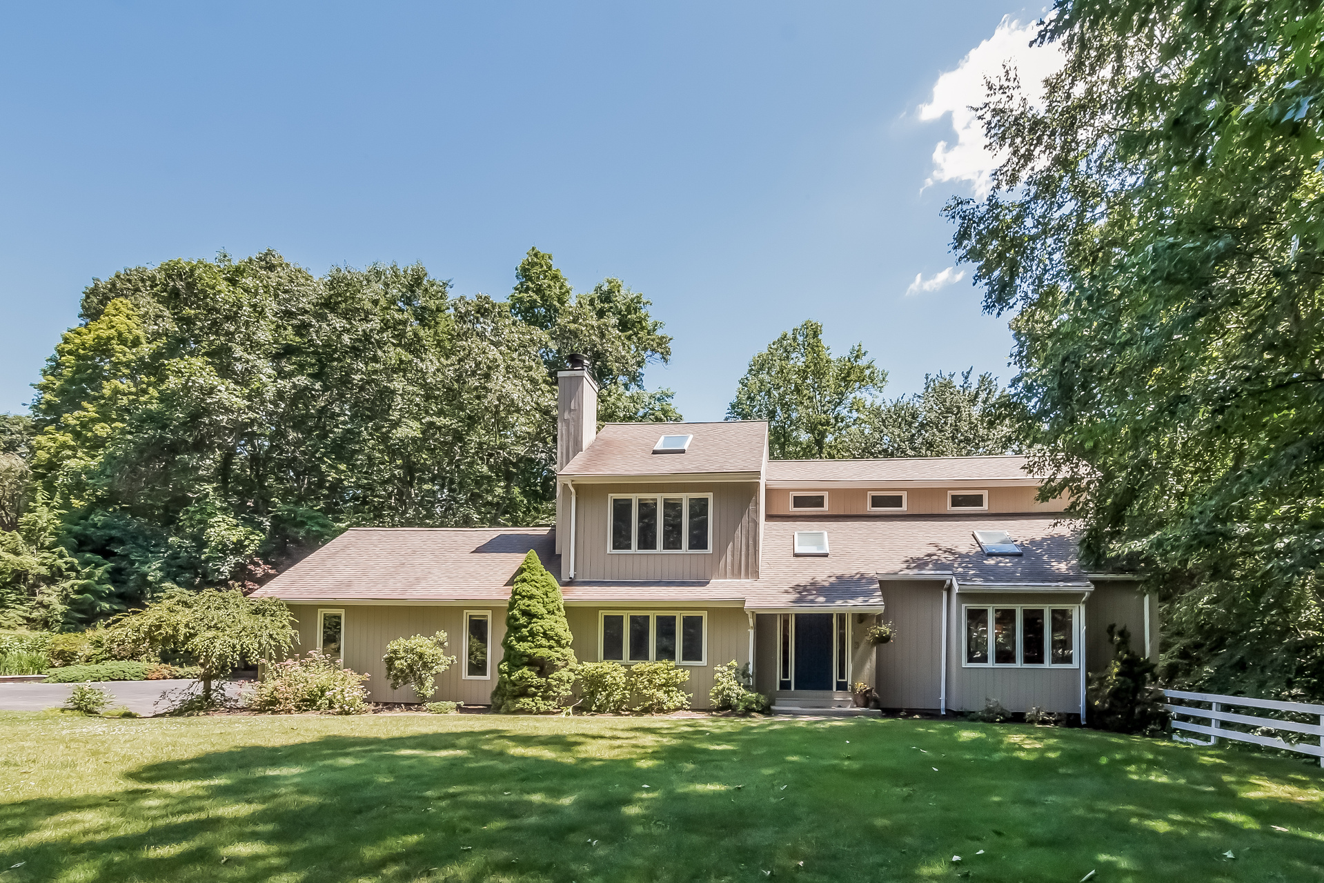 Vivienda unifamiliar por un Venta en 7 Partridge Ln Guilford, Connecticut, 06437 Estados Unidos