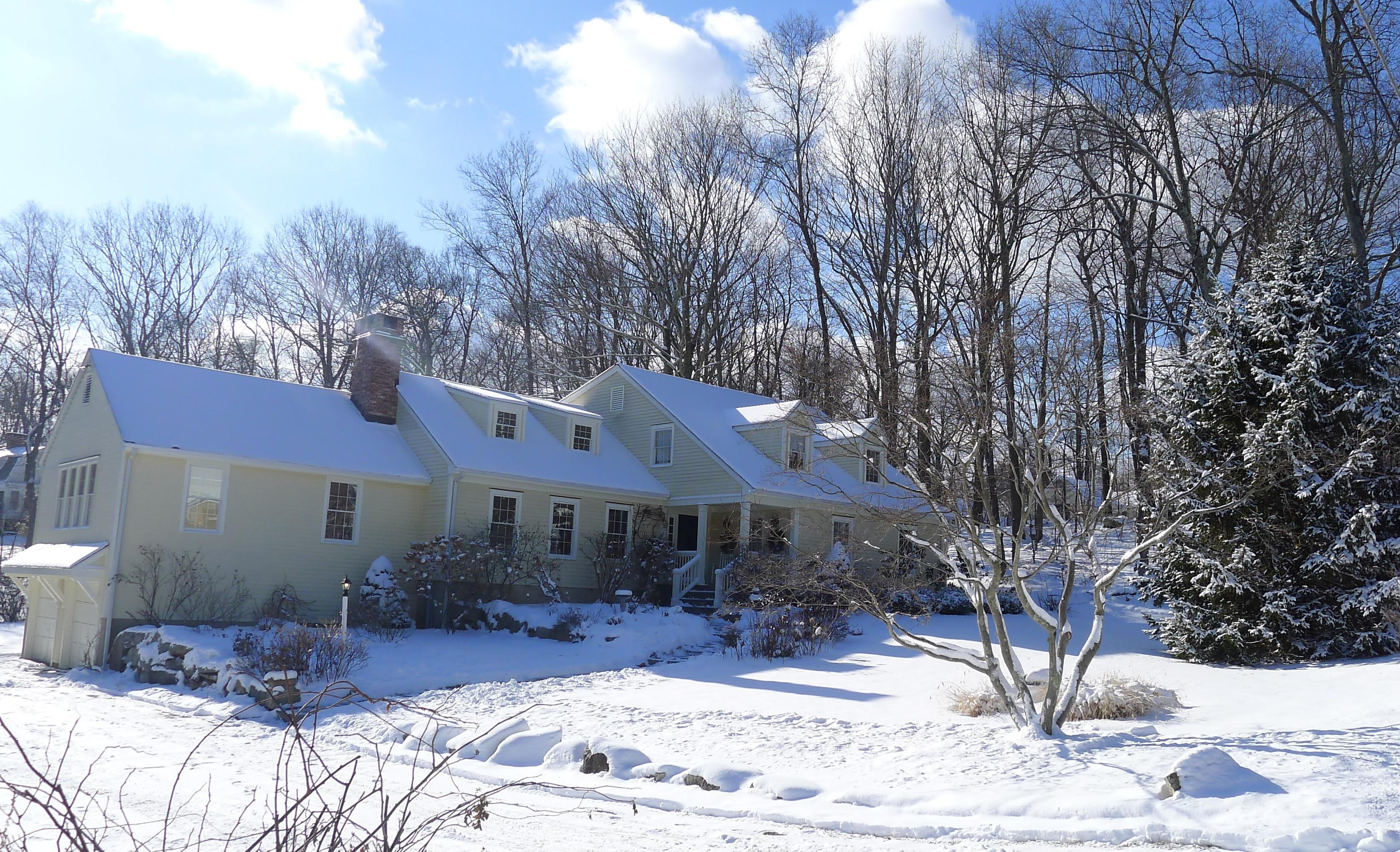 Einfamilienhaus für Verkauf beim Classic New England Expanded Cape 130 Rising Ridge Rd Ridgefield, Connecticut, 06877 Vereinigte Staaten