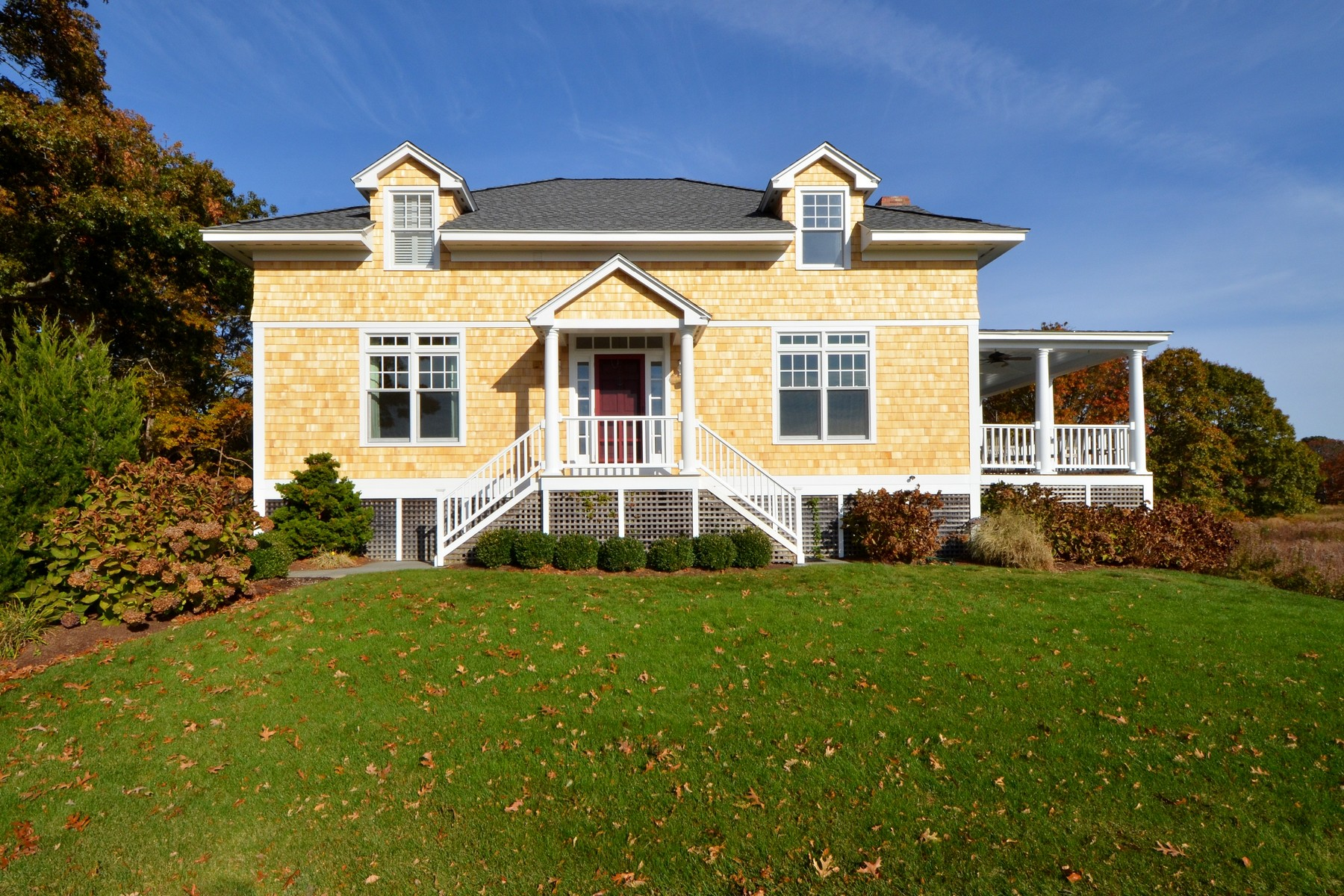 Casa Unifamiliar por un Venta en Sun-Filled Cape Style Home in Fenwick 3 Wilson Ave Old Saybrook, Connecticut 06475 Estados Unidos