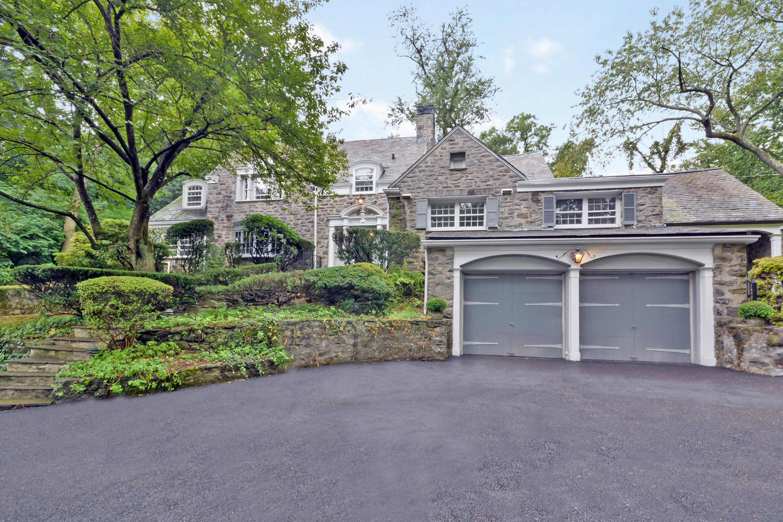 단독 가정 주택 용 매매 에 Extraordinary Stonefront Colonial 515 Weaver Street Larchmont, 뉴욕, 10538 미국