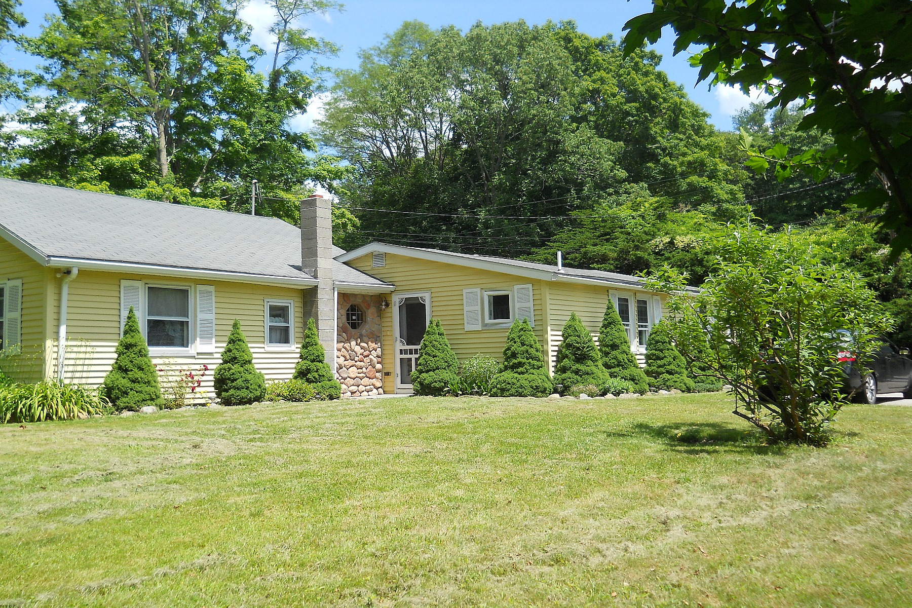 Single Family Home for Sale at Charming 1920 Ranch 172 Bushy Hill Rd Deep River, Connecticut 06417 United States