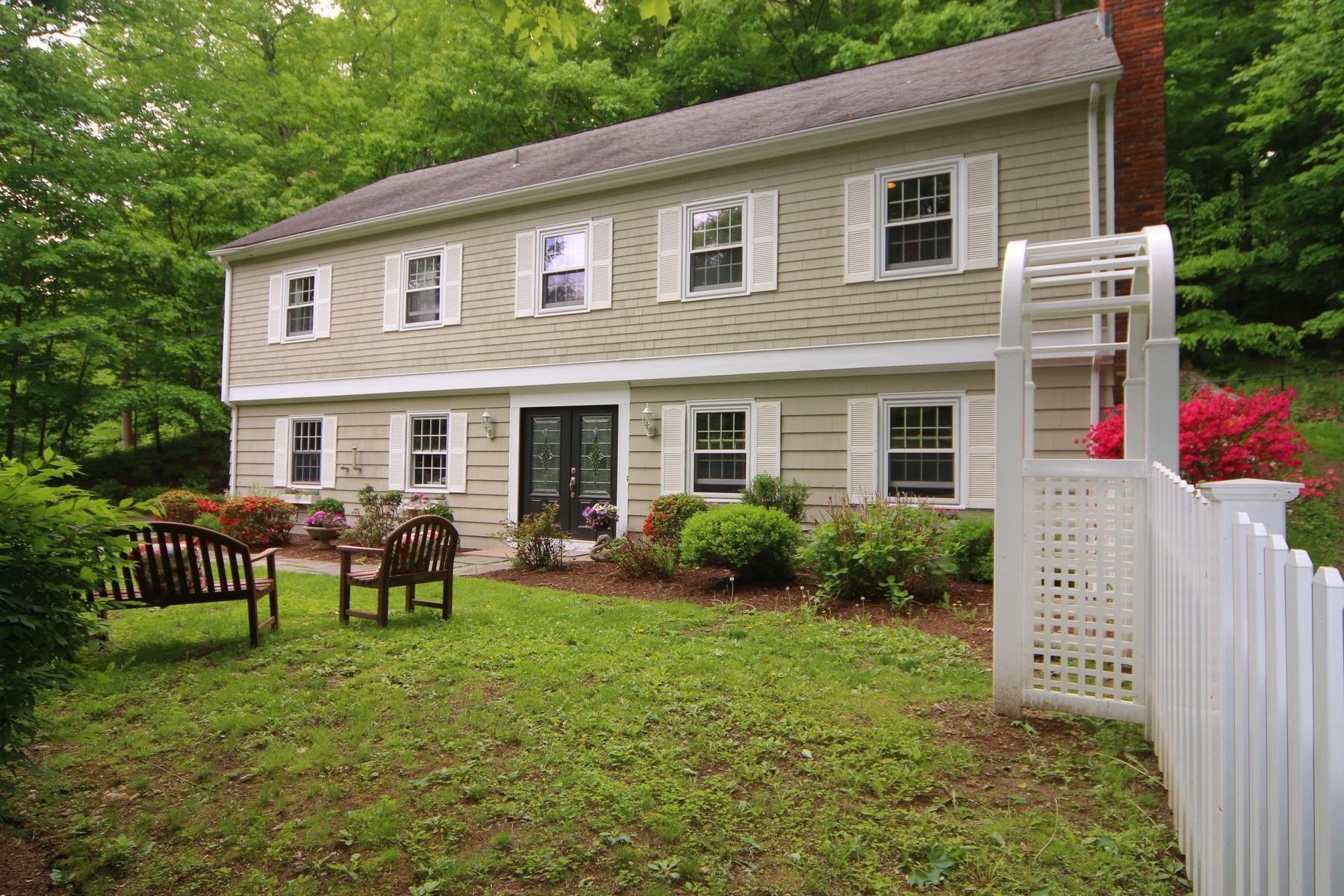단독 가정 주택 용 매매 에 Spacious & Gracious 27 Fulling Mill Lane Ridgefield, 코네티컷, 06877 미국