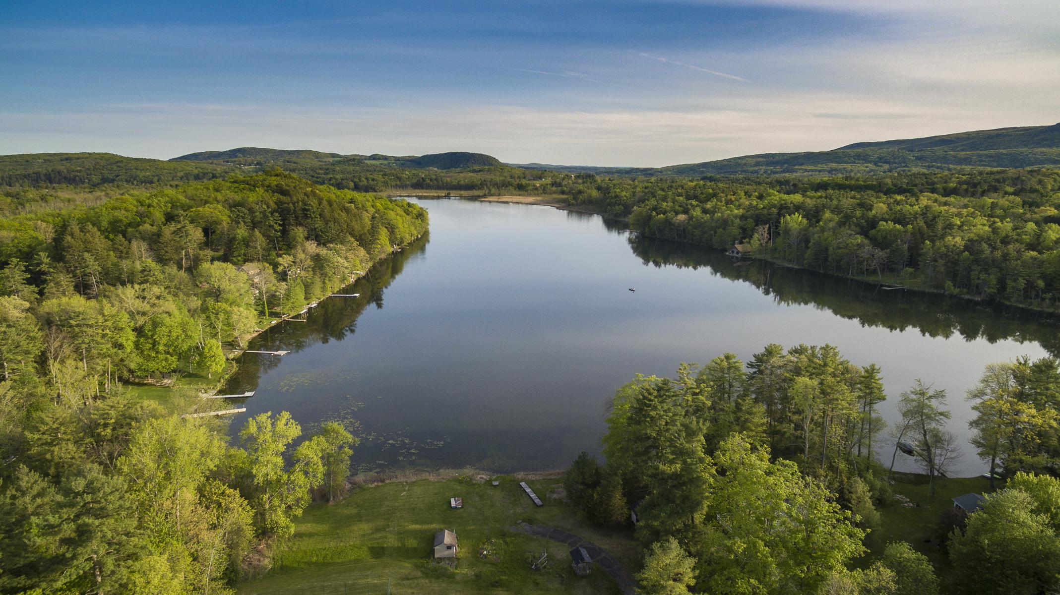 独户住宅 为 销售 在 Ultimate Lakeside Retreat: Salisbury 500 Twin Lakes Rd 索尔茨伯里市, 康涅狄格州, 06068 美国