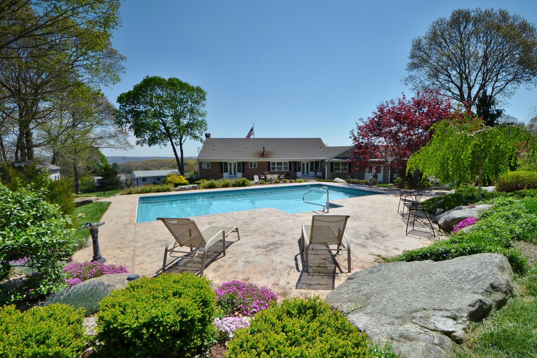 Moradia para Venda às Warm and Gracious Classic Home 3 Harbor View N Essex, Connecticut, 06426 Estados Unidos