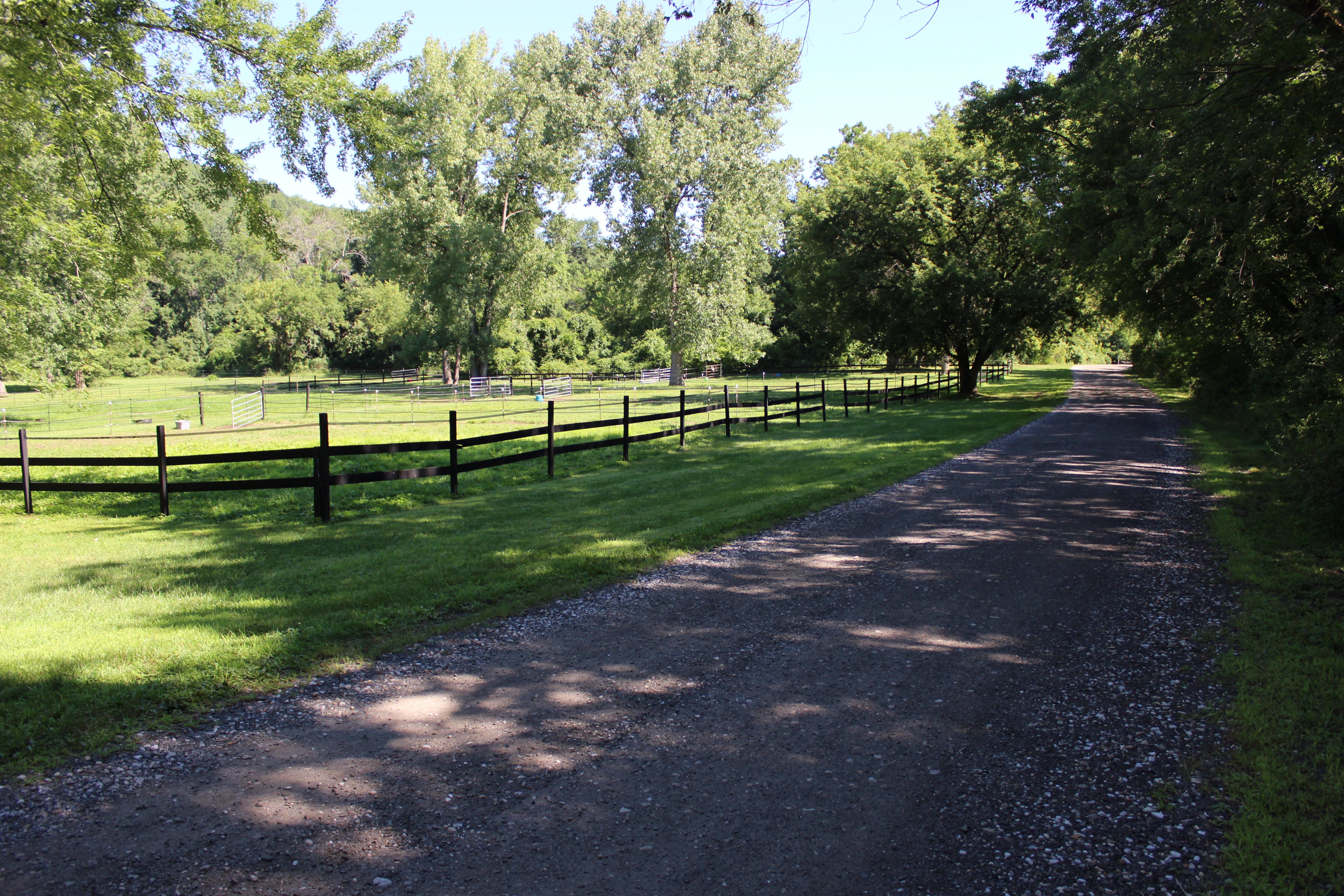 Terreno por un Venta en Up and Running Horse Farm 8 Wells Rd New Milford, Connecticut, 06776 Estados Unidos