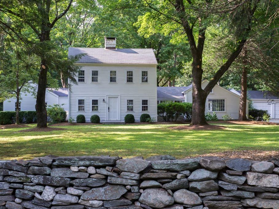 独户住宅 为 销售 在 Storybook Retreat 10 Scribner Hill Road 威尔顿, 康涅狄格州, 06897 美国