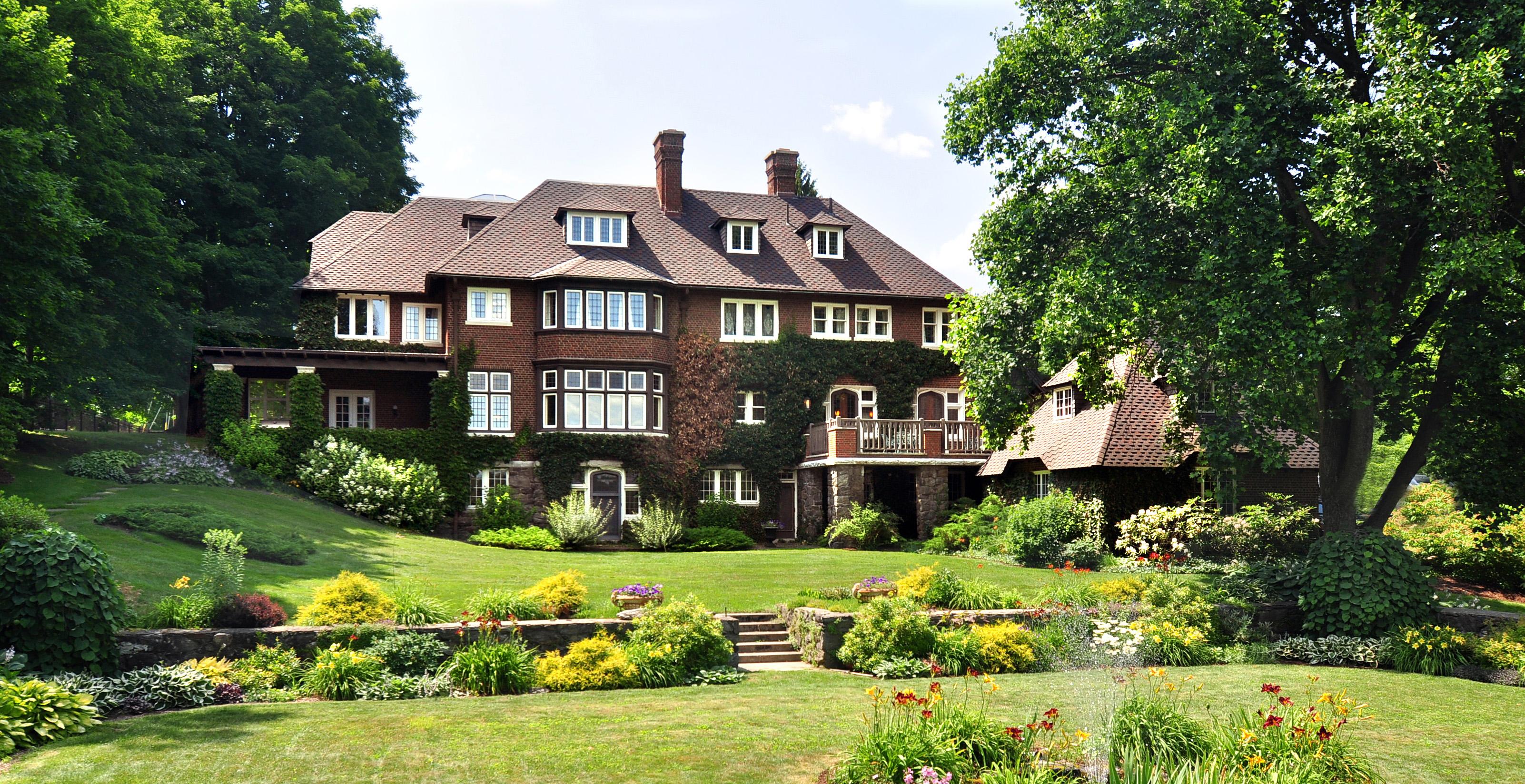 단독 가정 주택 용 매매 에 11-Acre Estate, Tudor Masterpiece, Golf Course Living 575 South Street Pittsfield, 매사추세츠 01201 미국