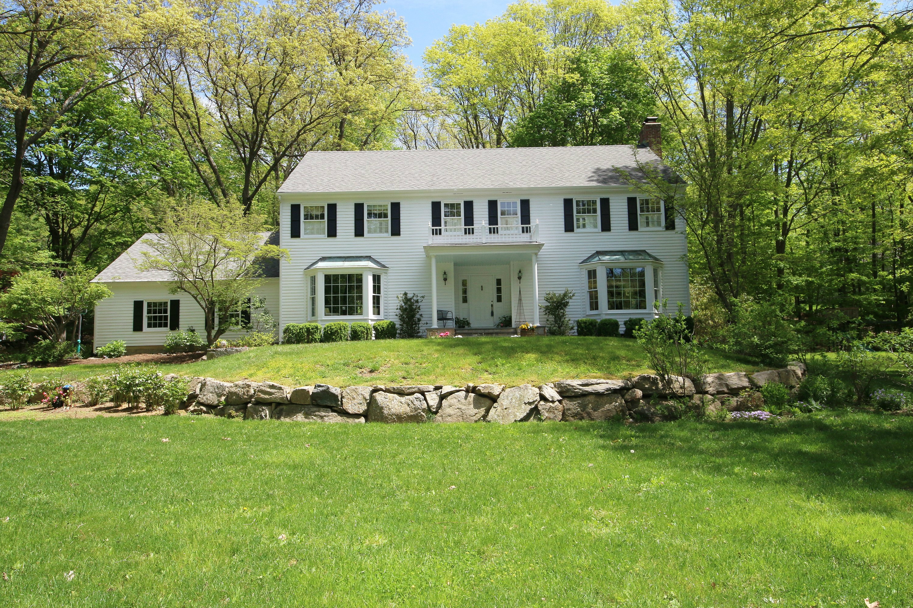 Single Family Home for Sale at Great Neighborhood, Great House, Great Lot 133 Indian Cave Road Ridgefield, Connecticut, 06877 United States
