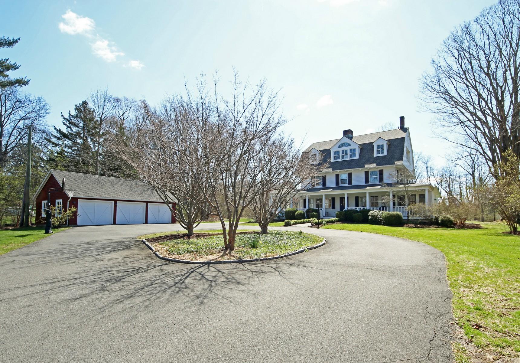 단독 가정 주택 용 매매 에 In-town Living 45 Peaceable Street Ridgefield, 코네티컷, 06877 미국