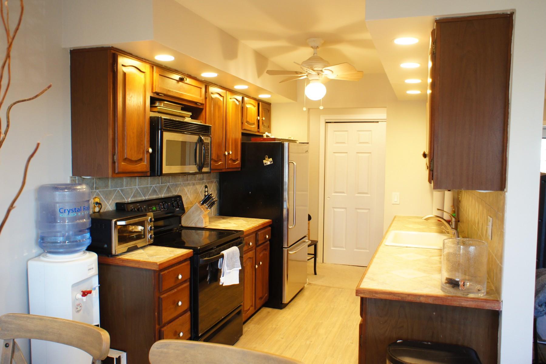 Property Of Spacious Two Bedroom Top Floor Unit in Rolling Ridge