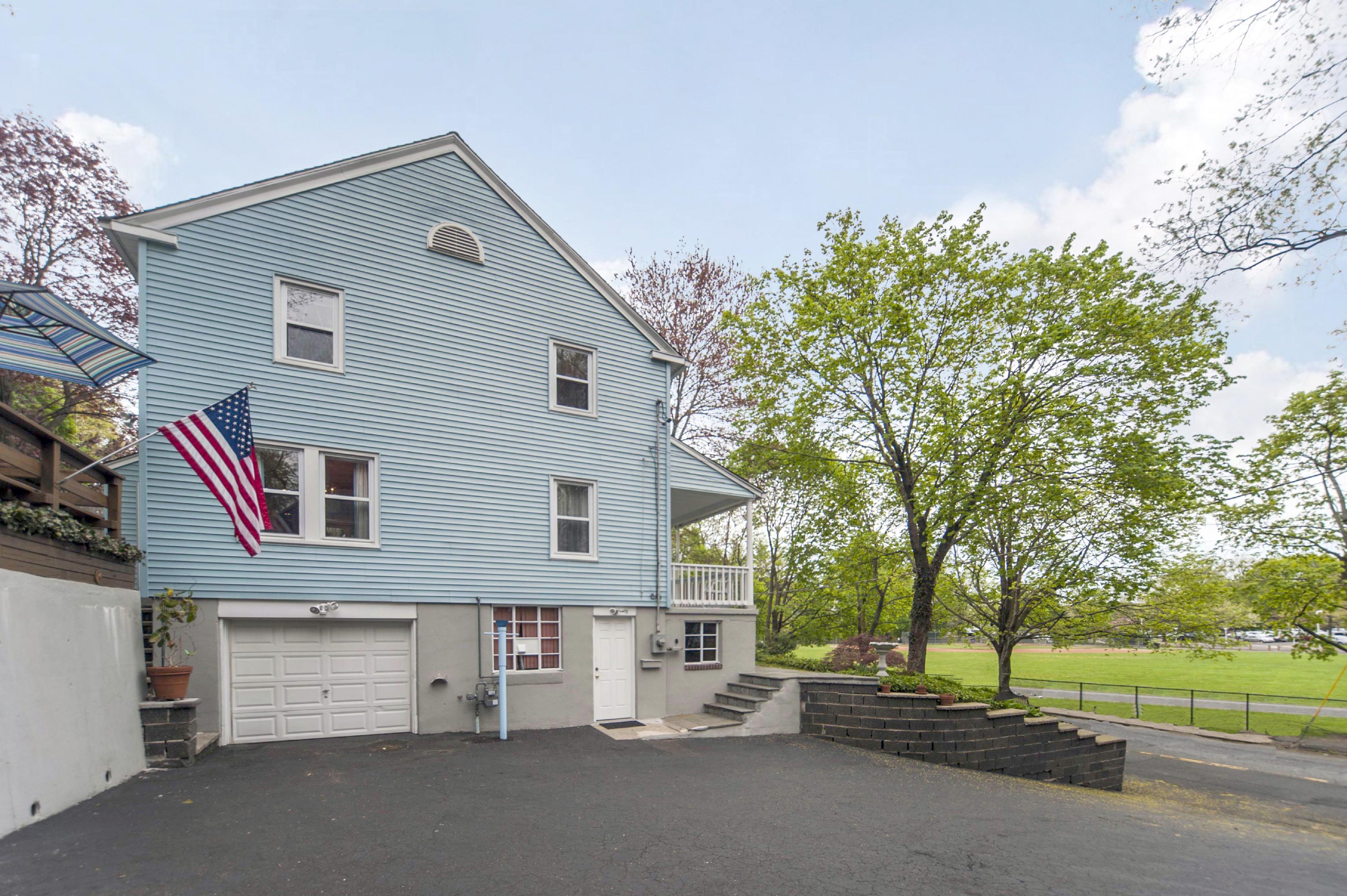단독 가정 주택 용 매매 에 Loved Colonial 31 Beacon Street Norwalk, 코네티컷 06851 미국