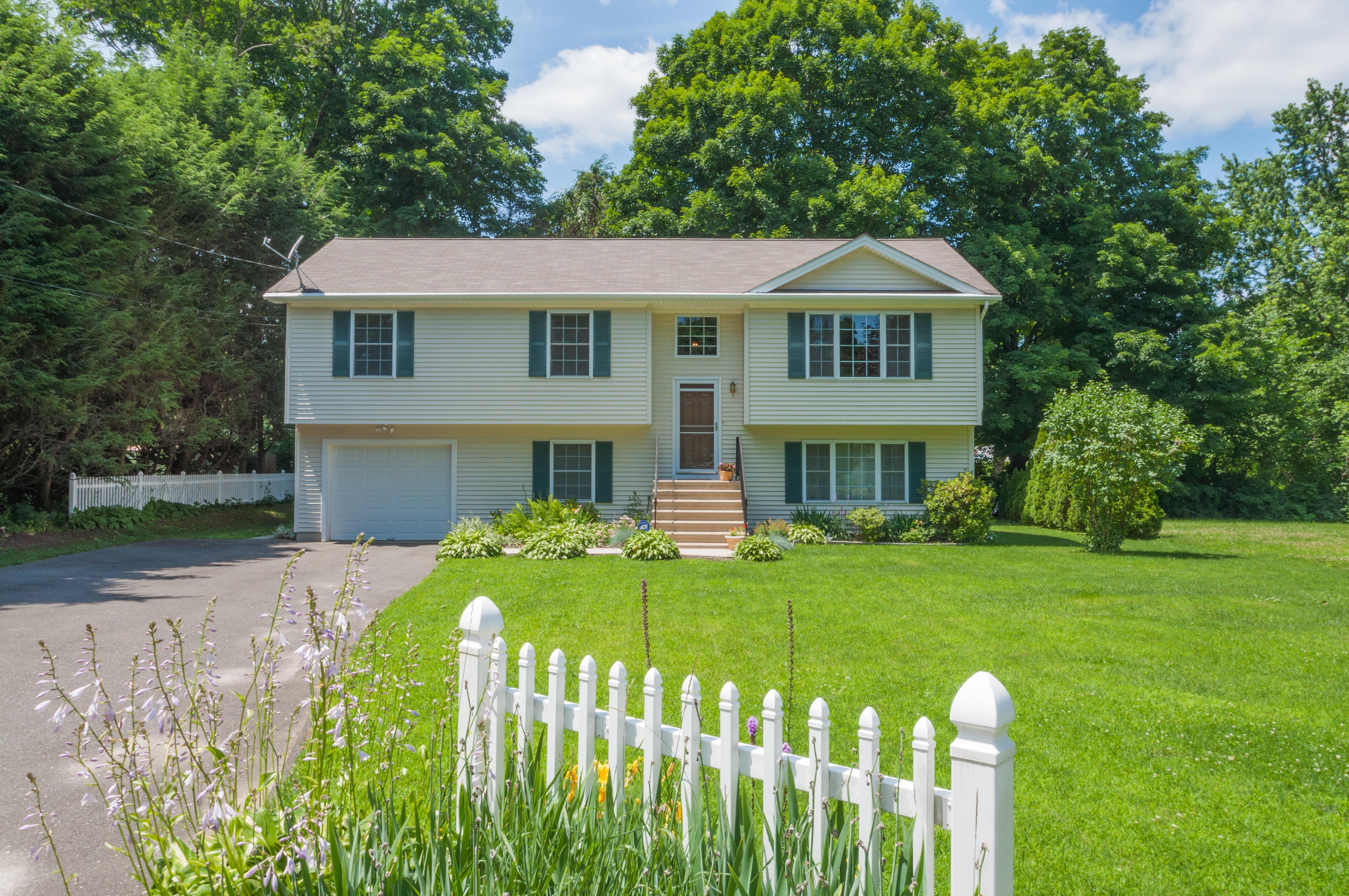 Nhà ở một gia đình vì Bán tại Quality Construction 2 Elizabeth Road Danbury, Connecticut 06811 Hoa Kỳ