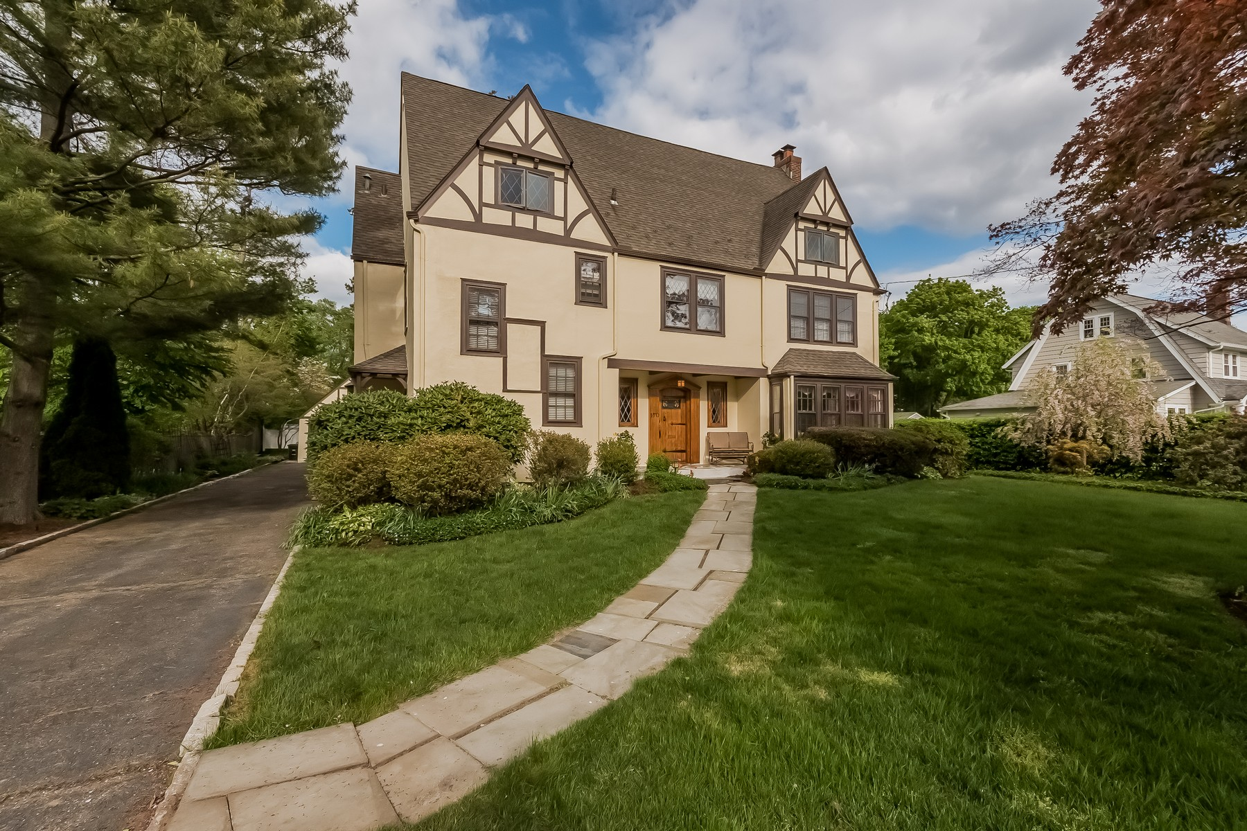 Single Family Home for Sale at Shippan Residence 170 Van Rensselaer Avenue Stamford, Connecticut 06902 United States