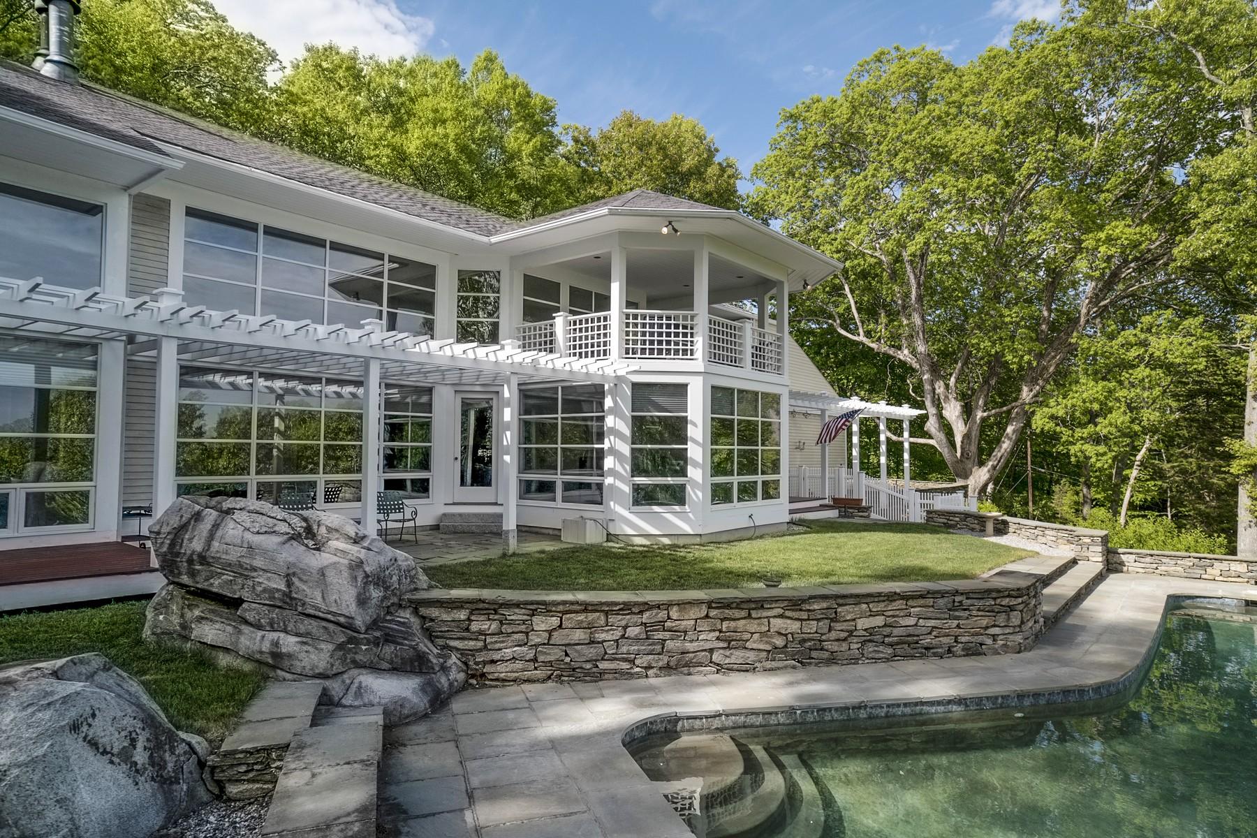 独户住宅 为 销售 在 Private Estate Close to Village 98 River Rd Essex, 康涅狄格州 06426 美国