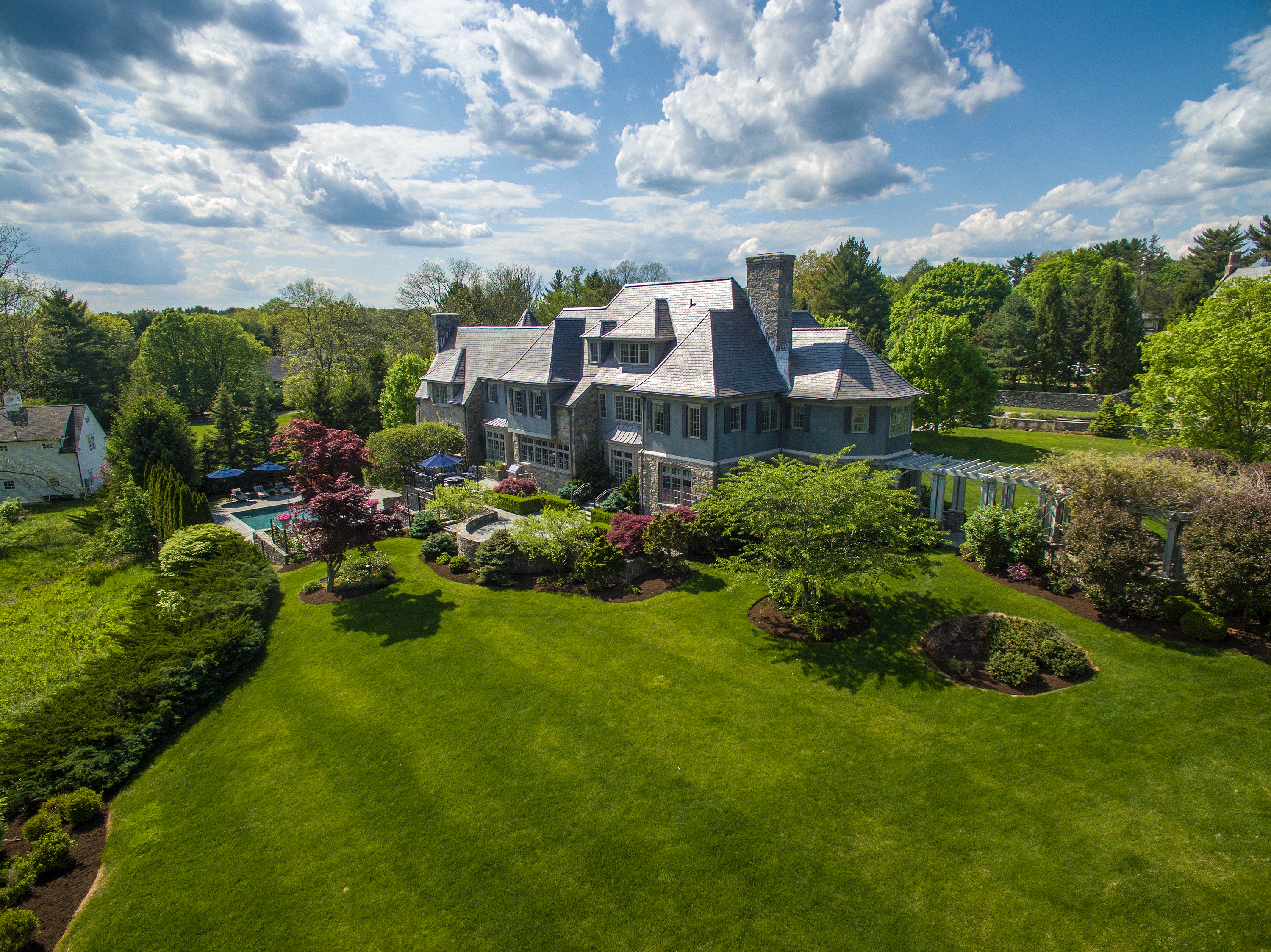 Vivienda unifamiliar por un Venta en 36 Hemlock Hill Road New Canaan, Connecticut, 06840 Estados Unidos