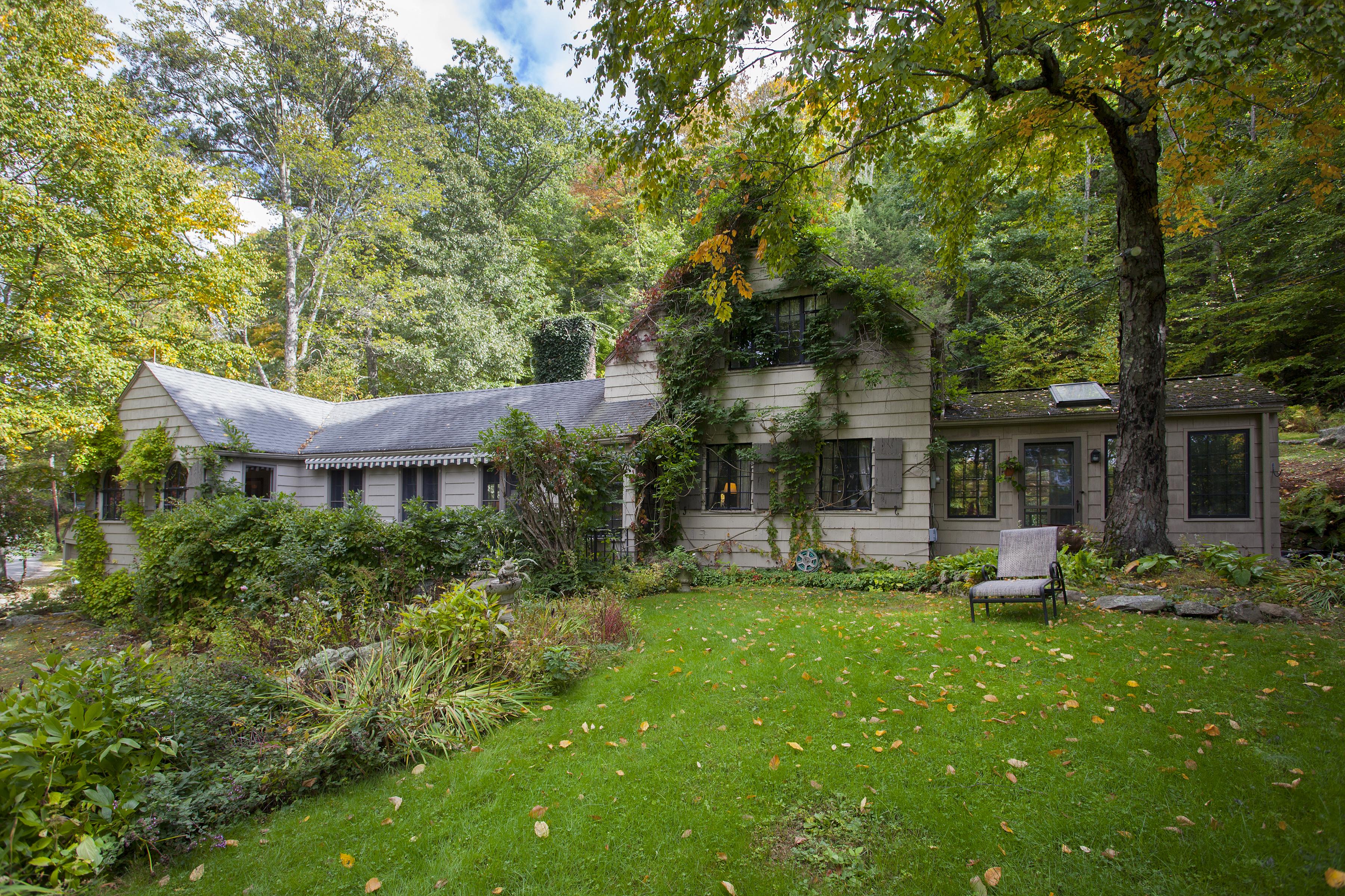 Maison unifamiliale pour l Vente à 40 Botsford Rd Kent, Connecticut 06757 États-Unis