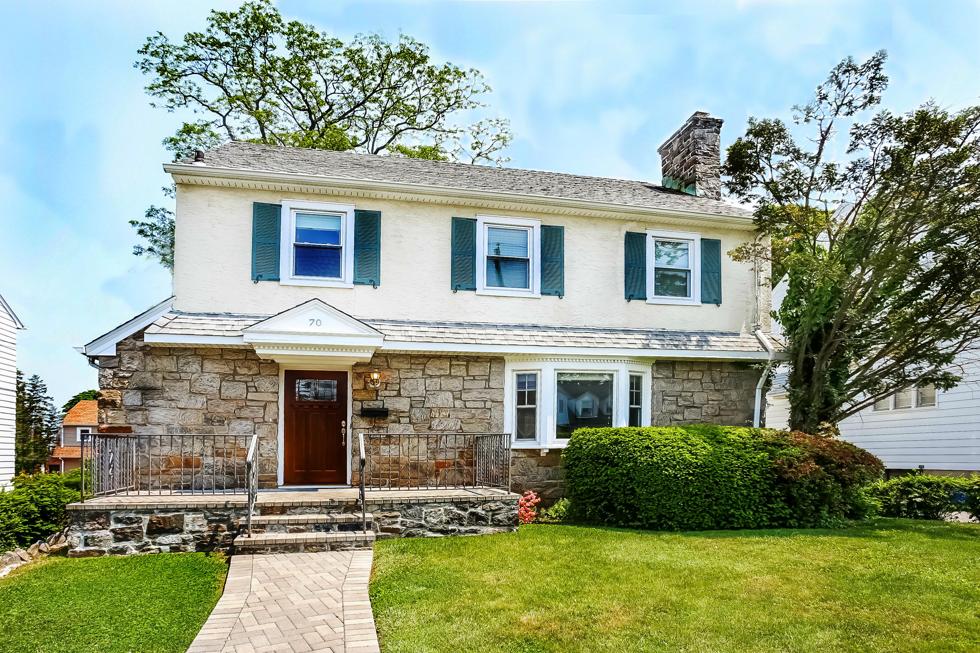 단독 가정 주택 용 매매 에 Renovated Stone Colonial 70 Lincoln Avenue White Plains, 뉴욕, 10606 미국