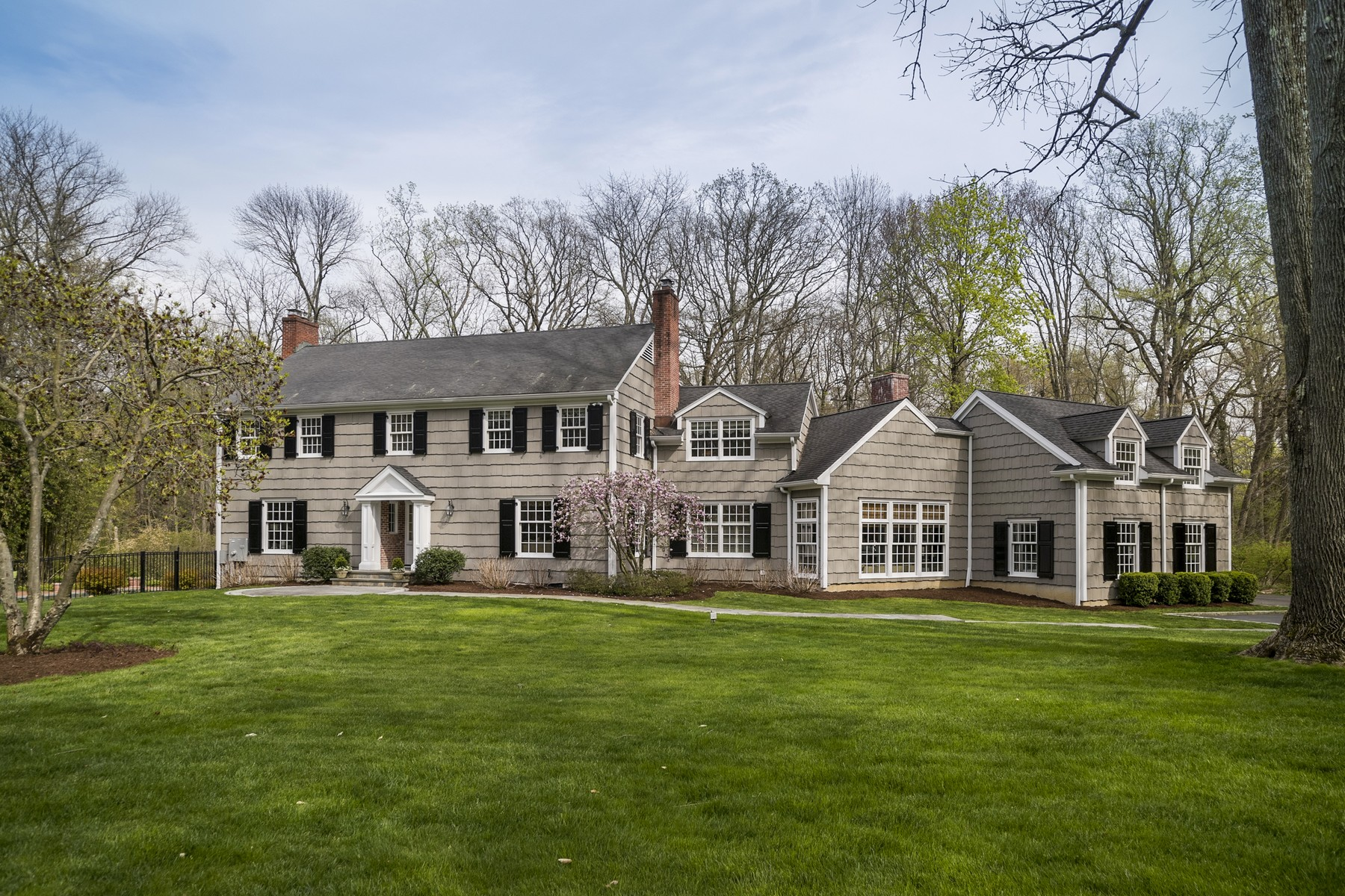 sales property at Classic Colonial On Idyllic Cul-De-Sac